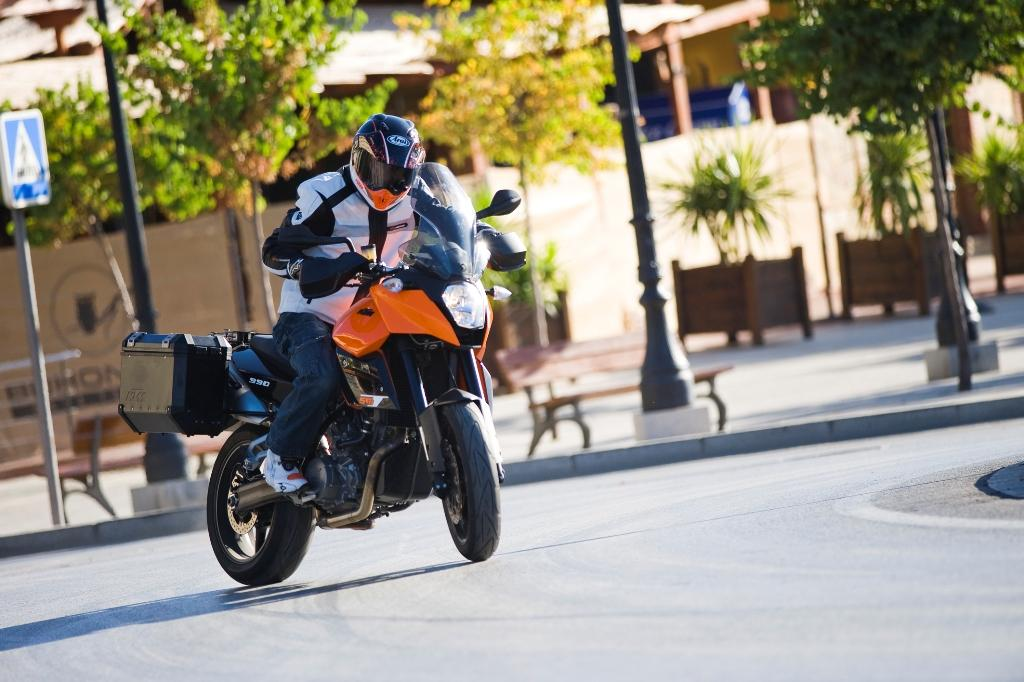 2013 KTM 990 SM T Review   Top Speed. »