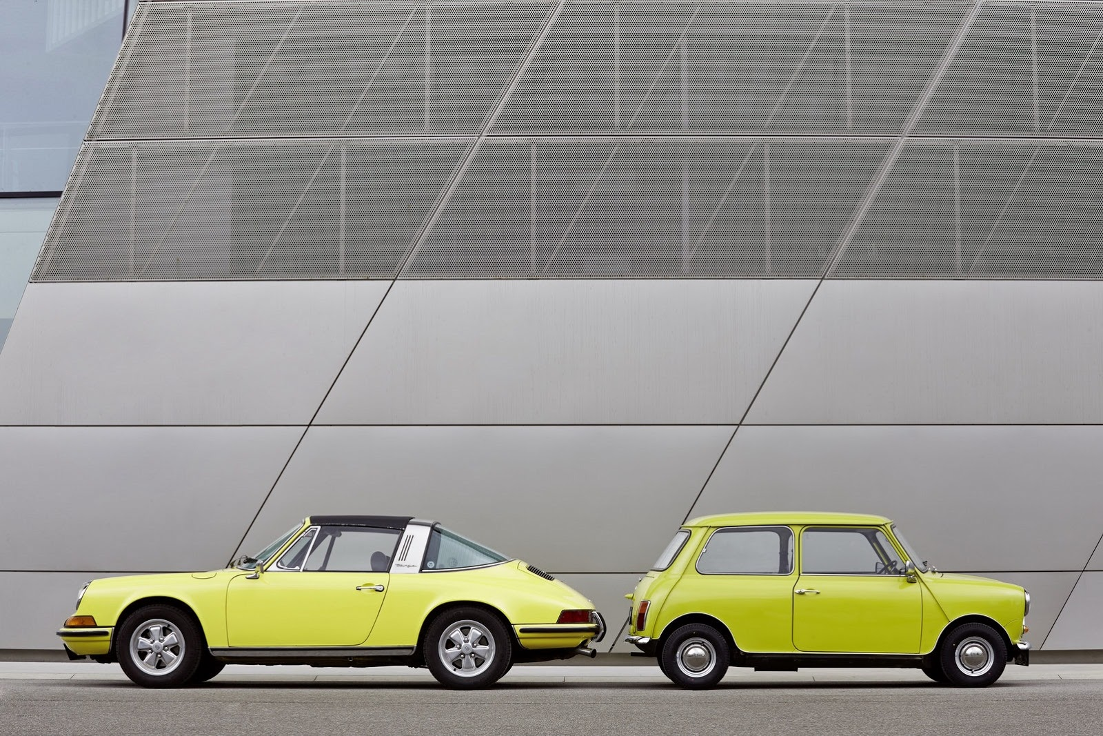 Awesome MINI Sends Birthday Wishes To Porscheu0027s 911 Sports Car With Awesome Photo  Shoot | Top Speed. »