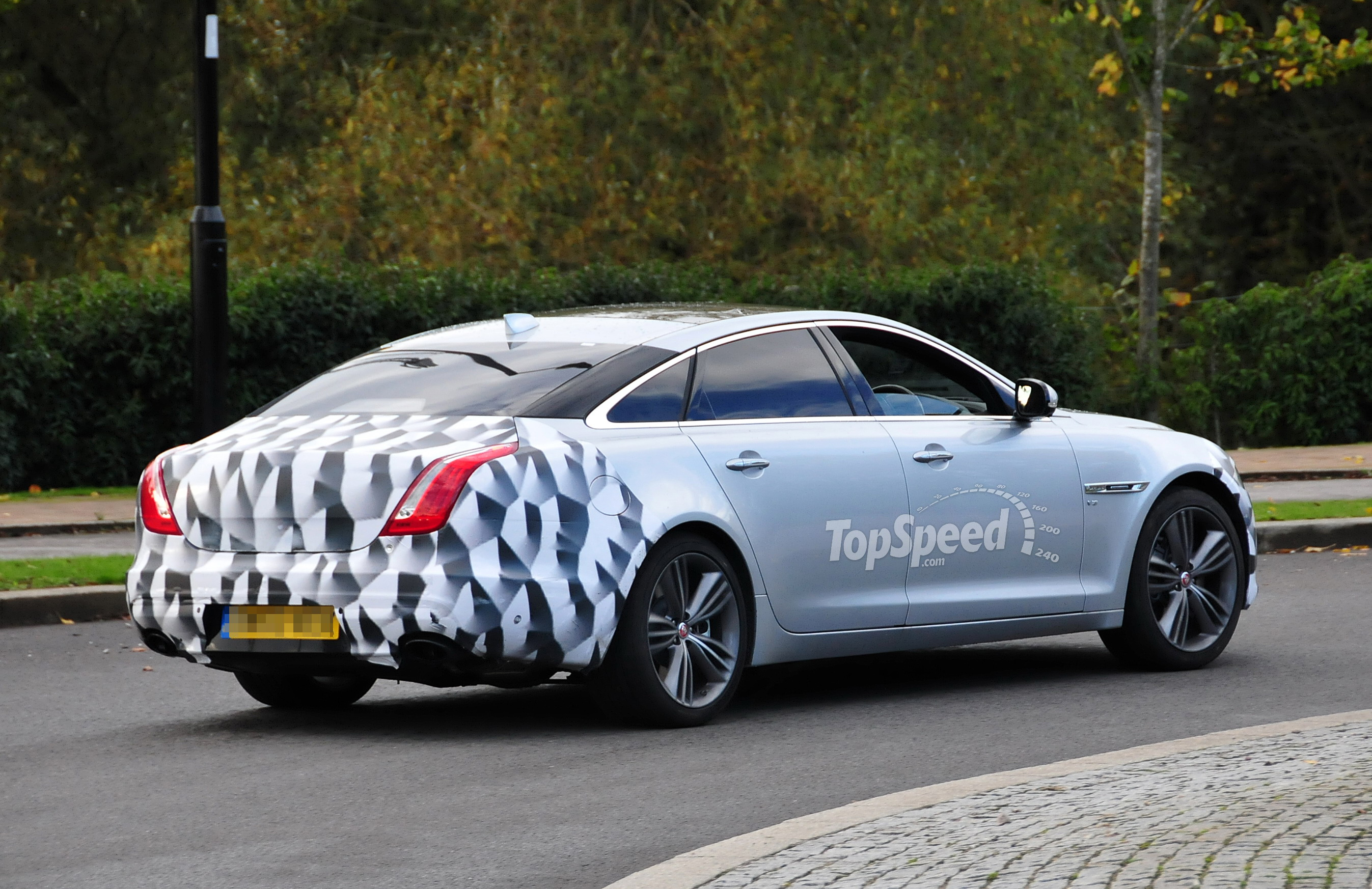 2017 Jaguar XJ | Top Speed