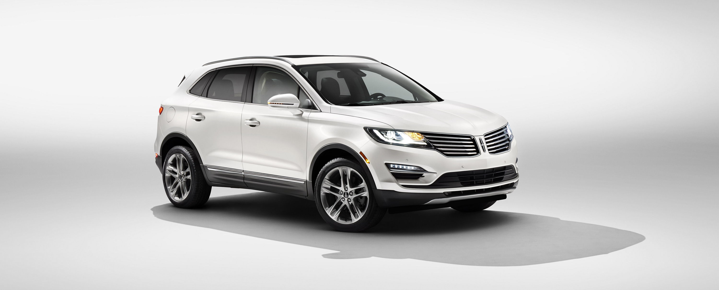 en suv lincolnmedia small mkc amps lincoln content up style connectivity roadside to out hr stand news new lna assistance us