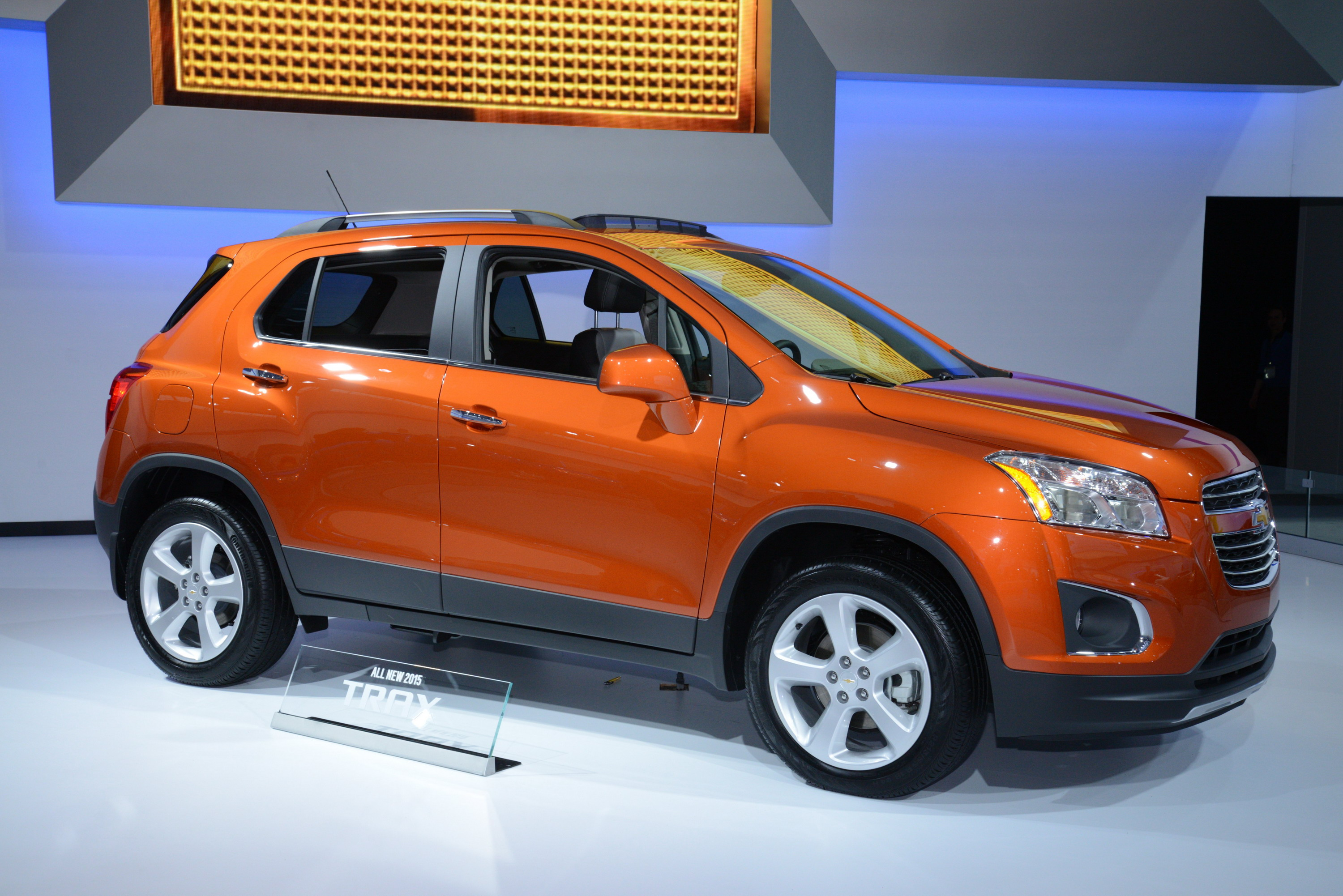 chevrolet three review front news lt quarter show trax more