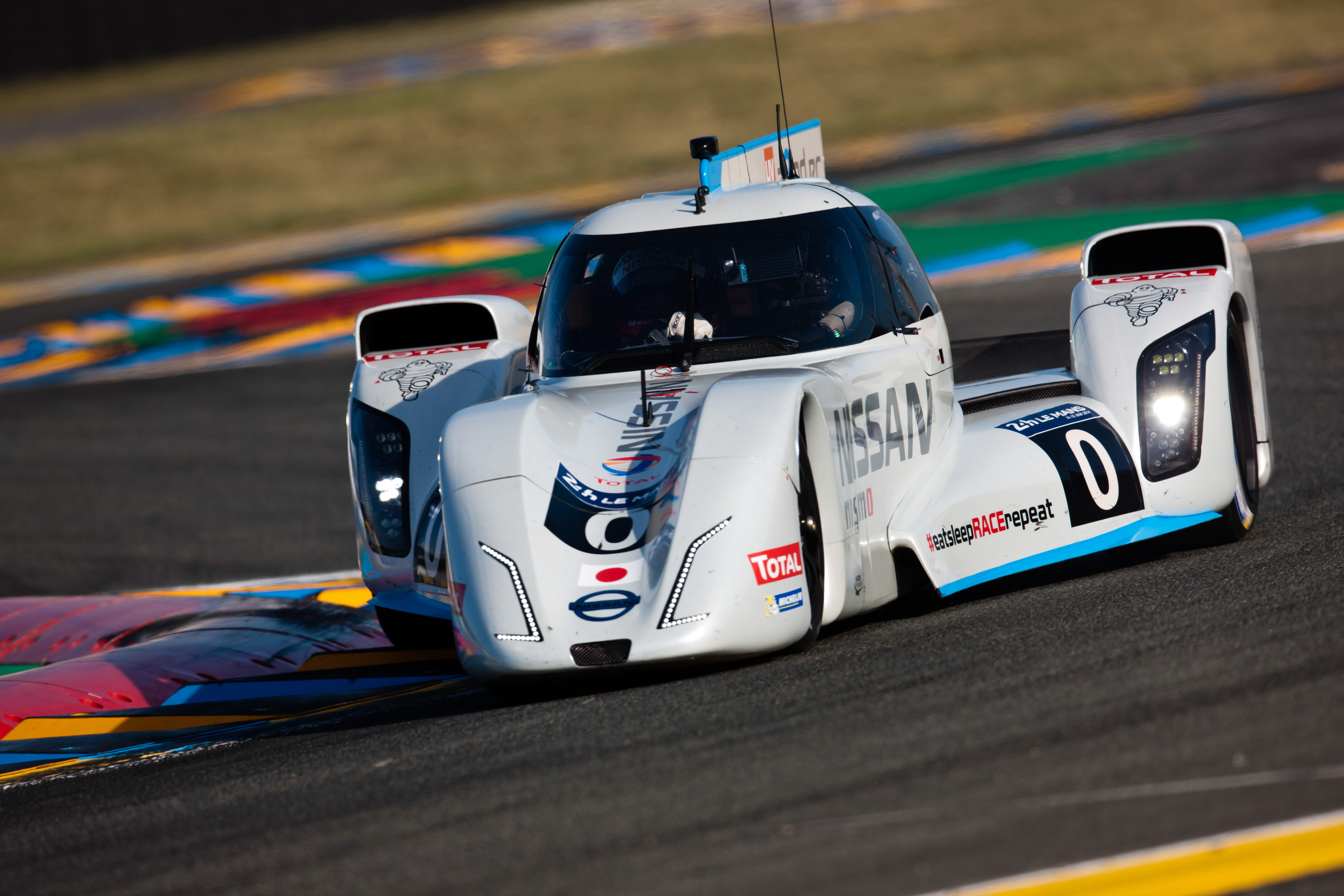nissan zeod rc breaks electric speed record at le mans. Black Bedroom Furniture Sets. Home Design Ideas