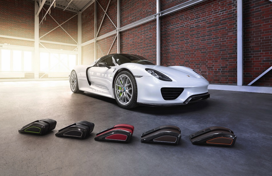 porsche 918 spyder luggage set news top speed. Black Bedroom Furniture Sets. Home Design Ideas