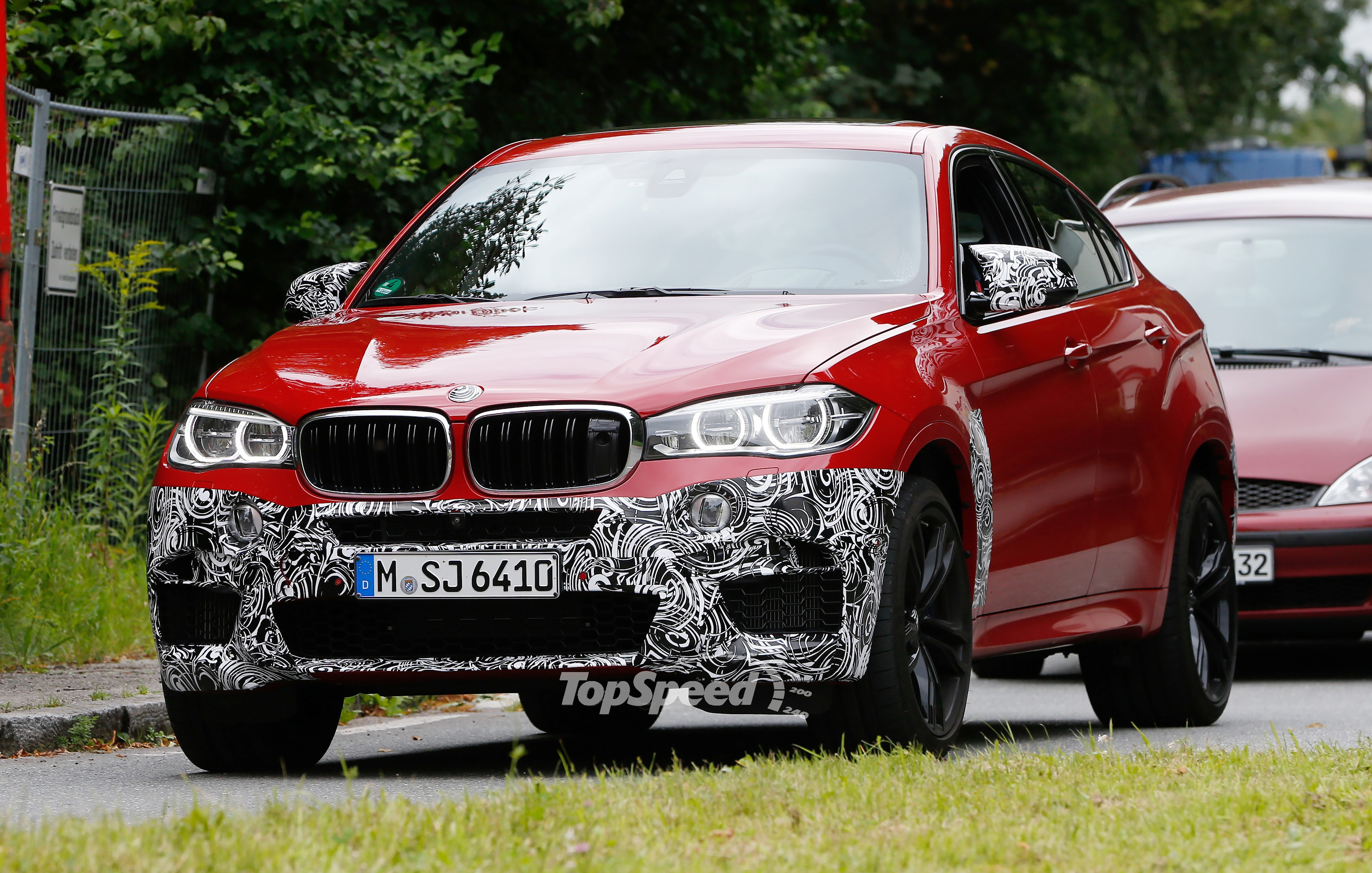Spy Shots Bmw X6 M Slowly Losing Its Camouflage Pictures Photos