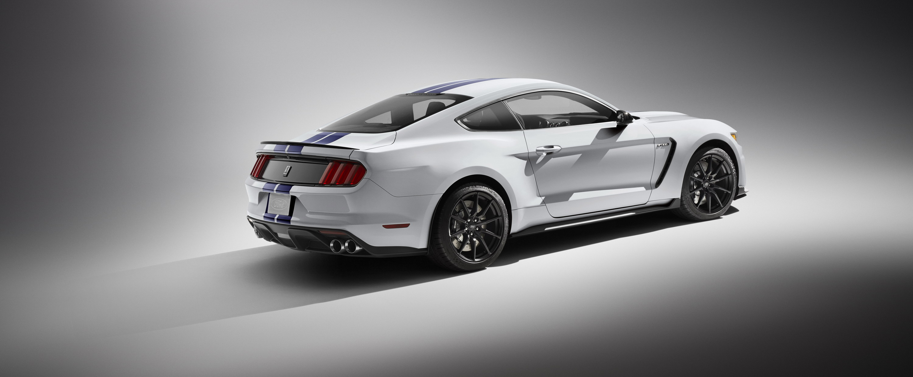 2016 2017 ford shelby gt350 mustang gallery 578015 top speed. Black Bedroom Furniture Sets. Home Design Ideas