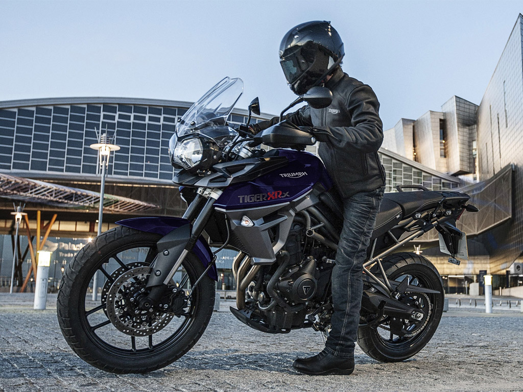 2015 triumph tiger 800 xrx review top speed. Black Bedroom Furniture Sets. Home Design Ideas