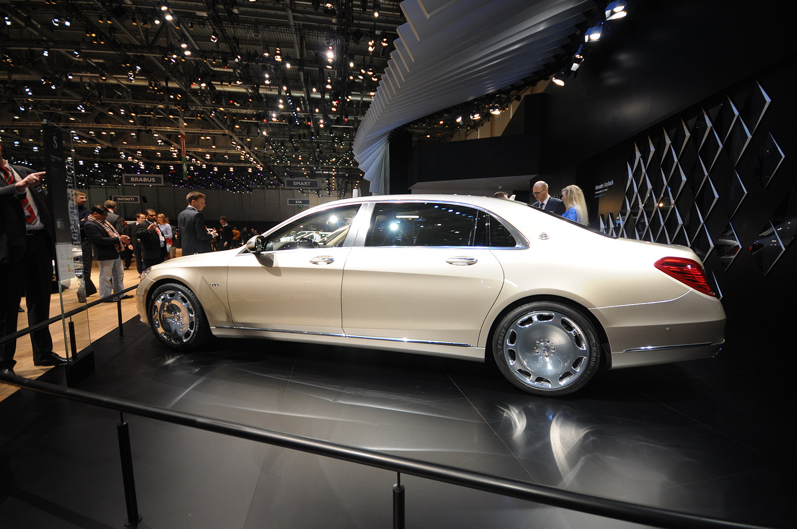 https://pictures.topspeed.com/IMG/jpg/201503/2016-mercedes-maybach-pul-22.jpg