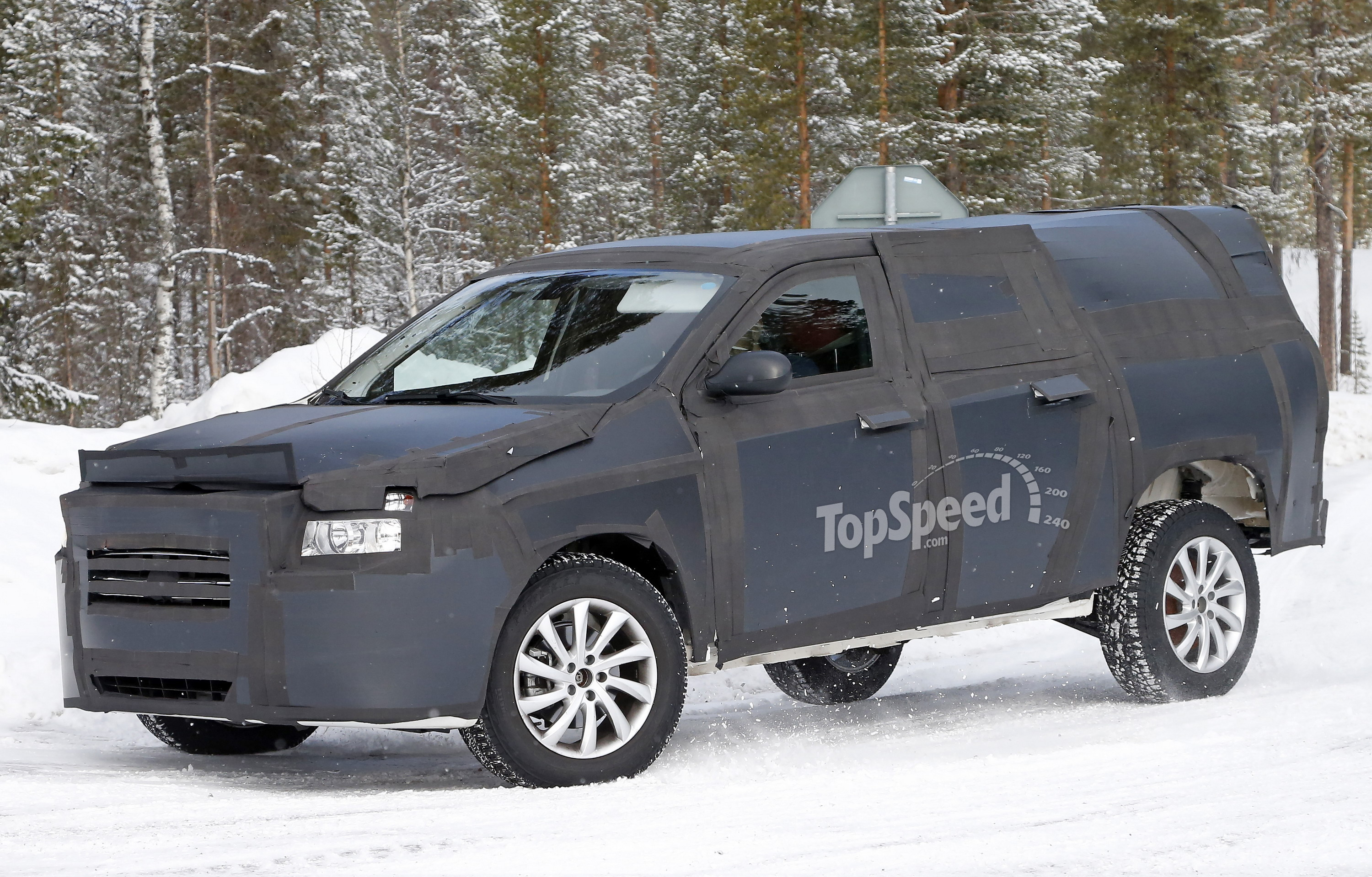 It appears Fiat is developing a midsize pickup truck that slots above its  compact Strada pickup. The news comes as our spy photographer captured  these shots ...