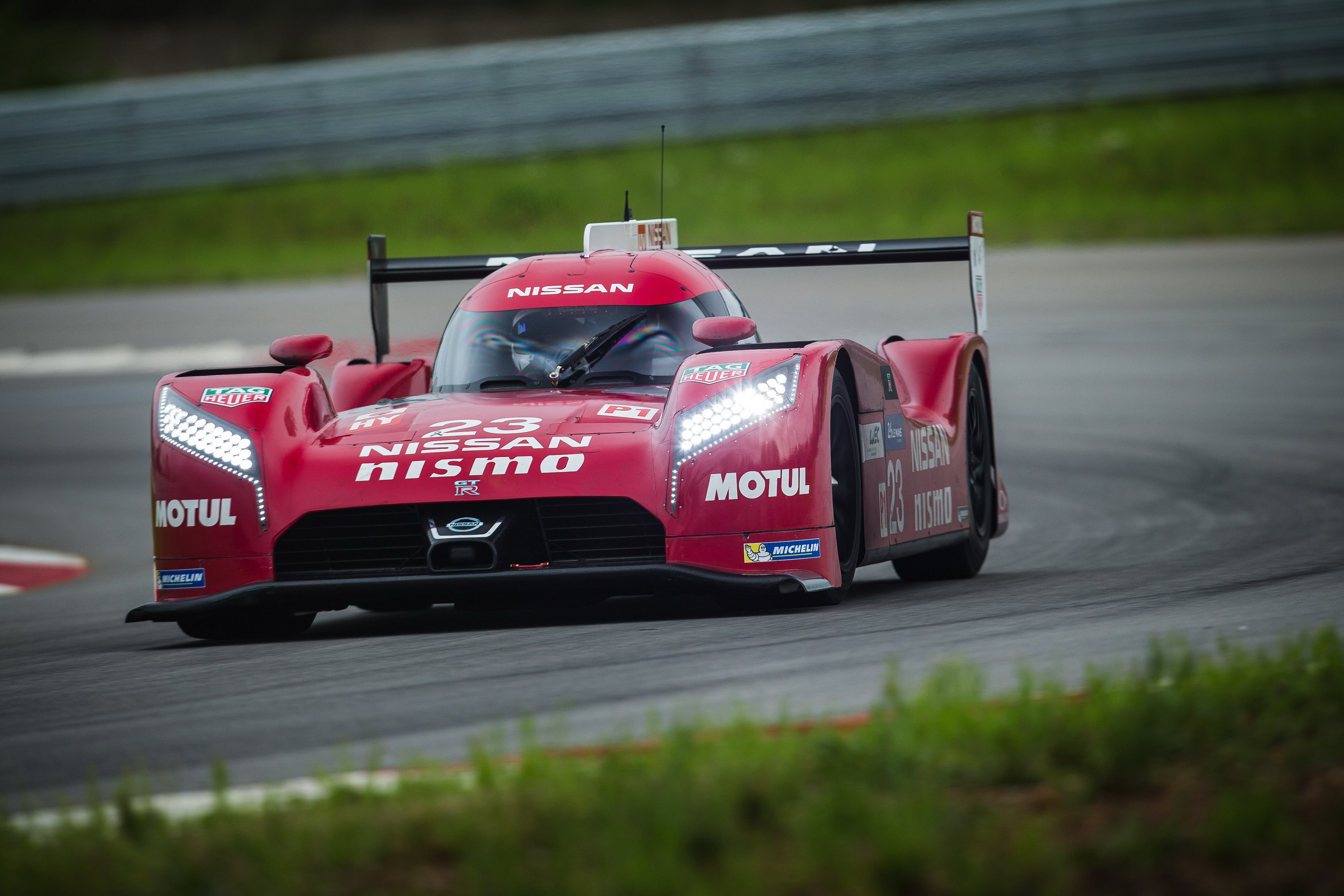 nissan gt r lm nismo getting ready for le mans video news top speed. Black Bedroom Furniture Sets. Home Design Ideas