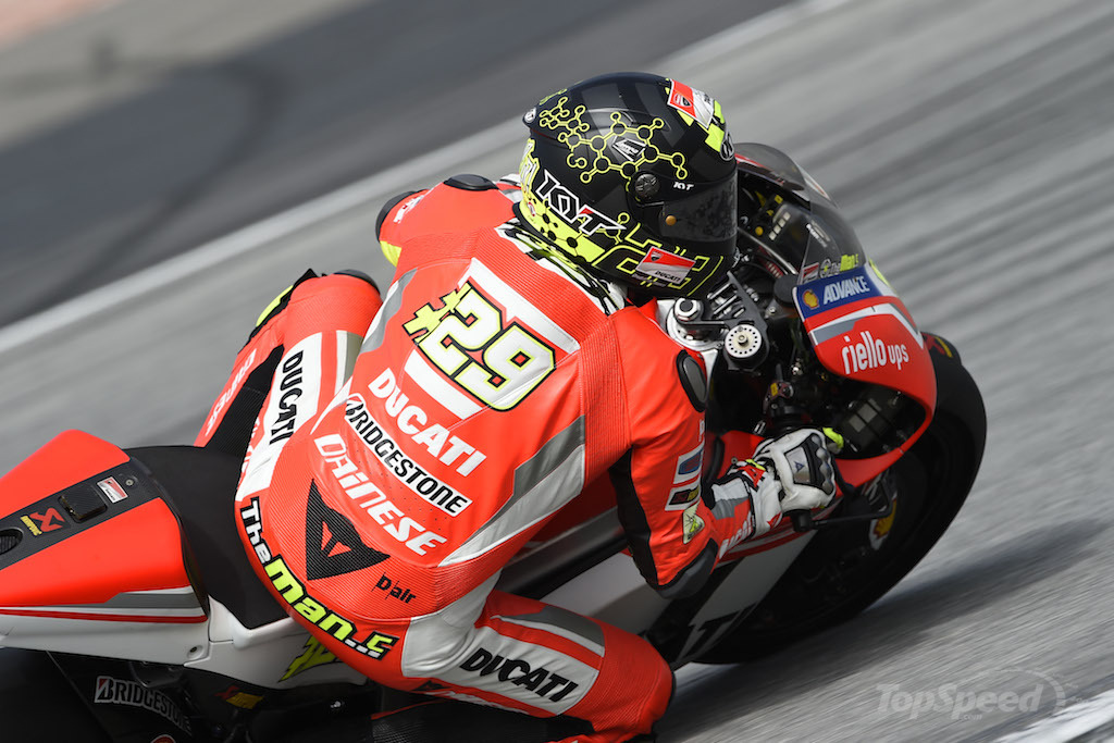 ducati 39 s andrea iannone suffers shoulder injury in practice status for le mans gp uncertain. Black Bedroom Furniture Sets. Home Design Ideas