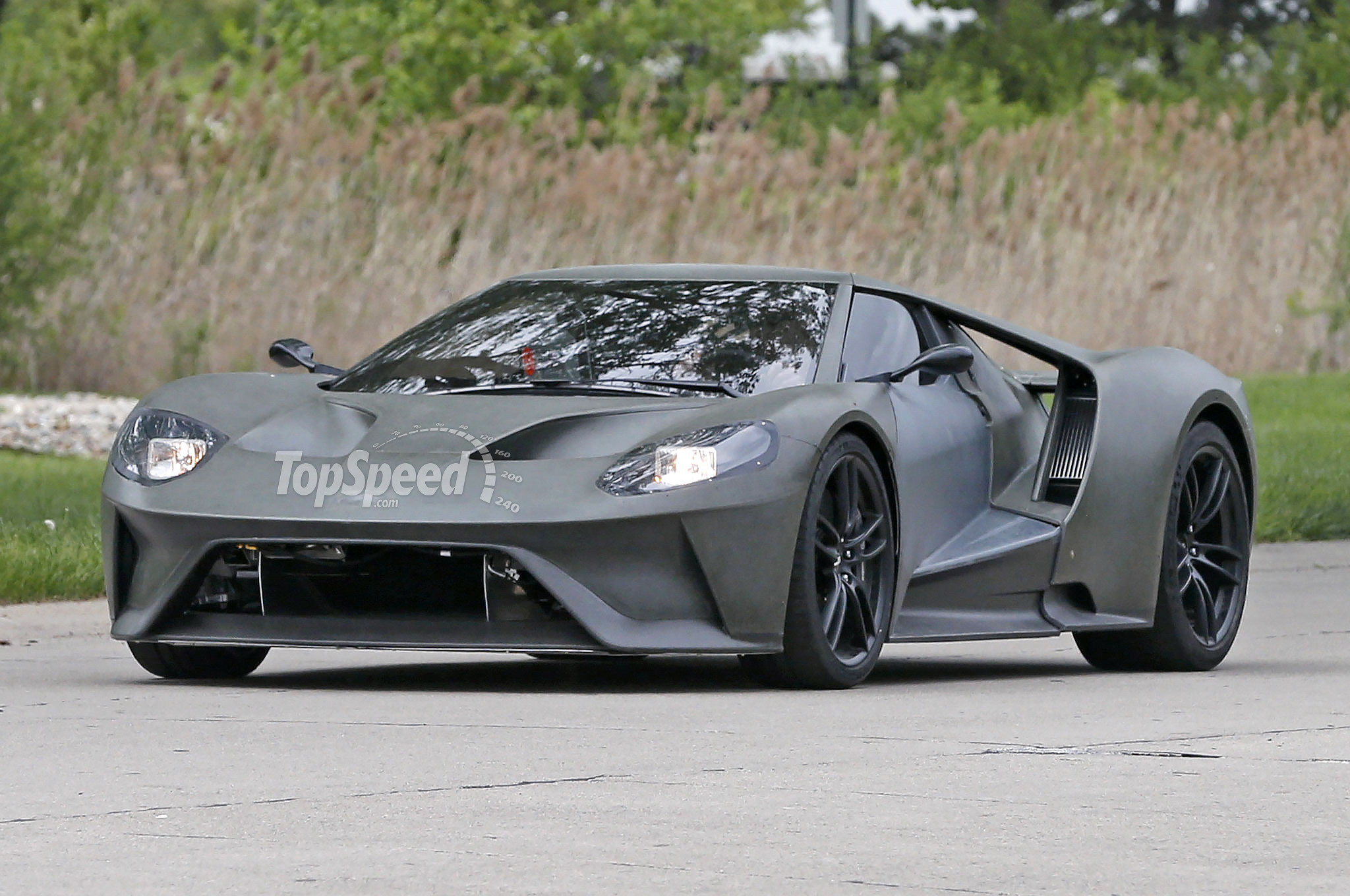2017 ford gt caught on the road spy shots top speed