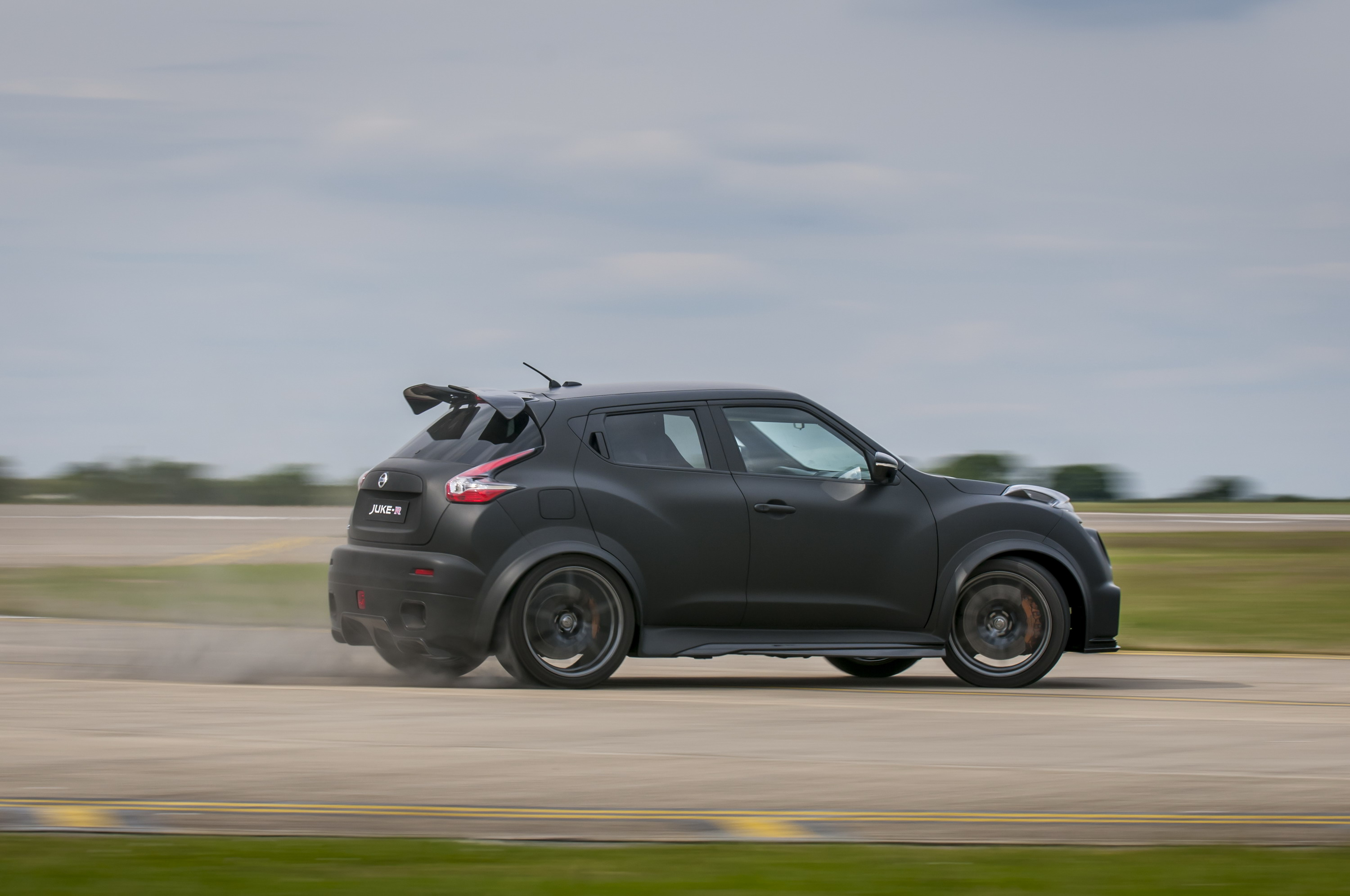 2016 nissan juke r 2 0 concept review top speed for Neuer nissan juke 2016