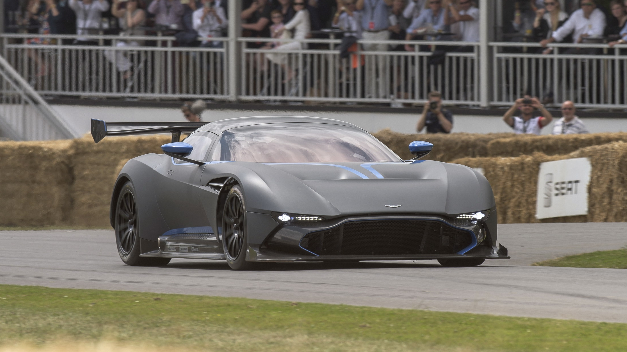 aston martin vulcan made its public track debut at goodwood pictures photos wallpapers top. Black Bedroom Furniture Sets. Home Design Ideas