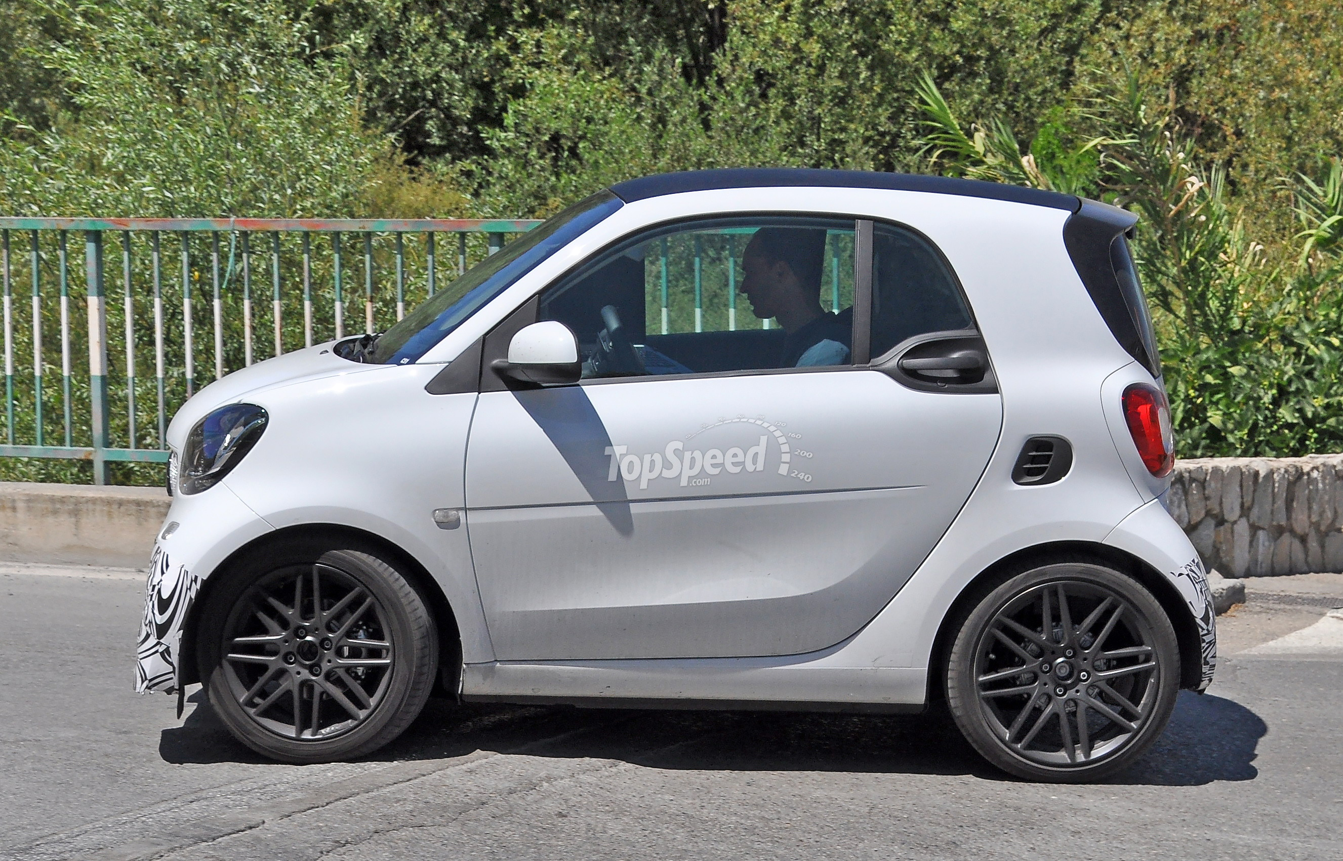 2015 smart fortwo by brabus review top speed. Black Bedroom Furniture Sets. Home Design Ideas