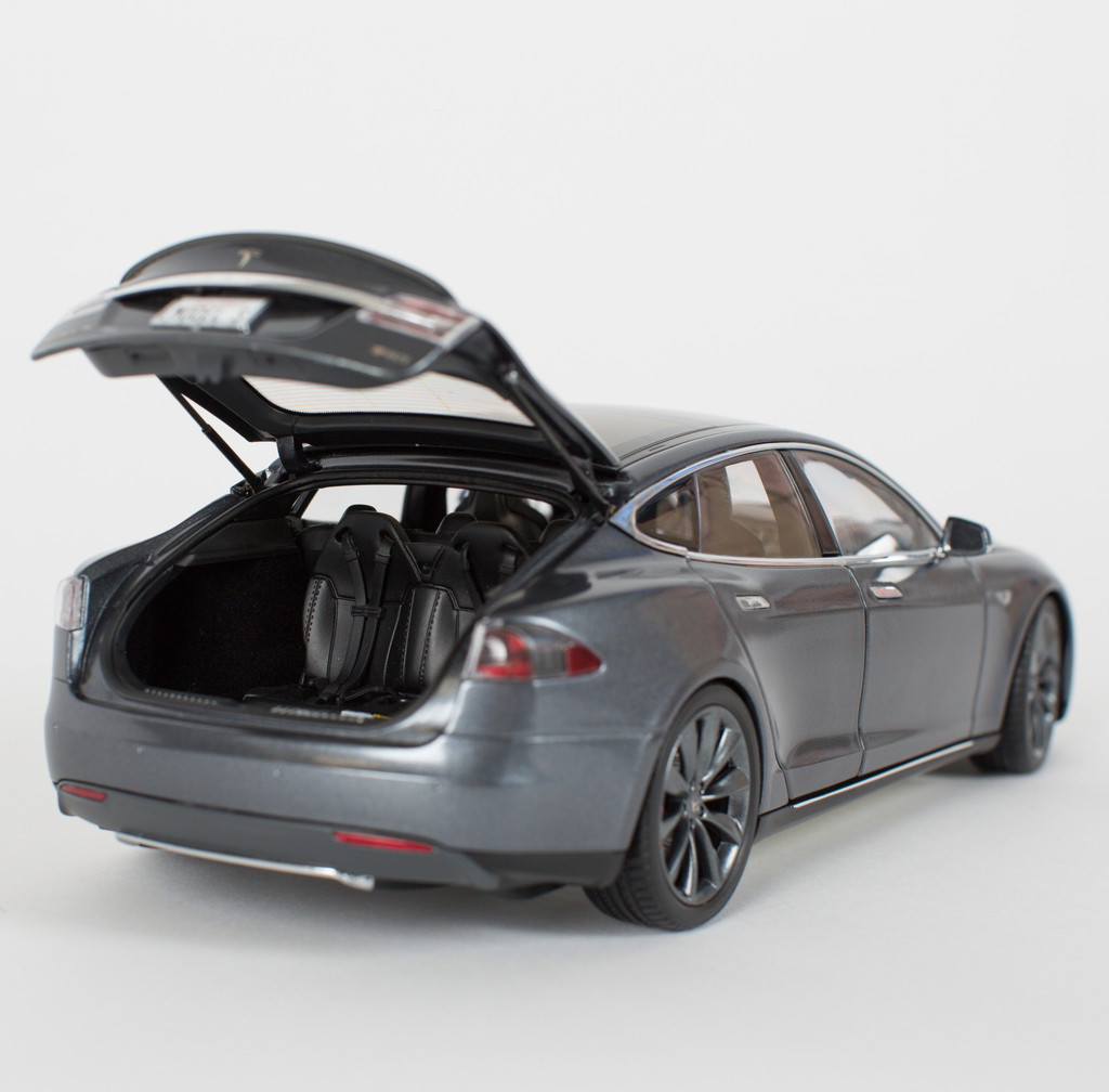 Can T Afford A P85 Model S Tesla Offers You 1 18 Scale