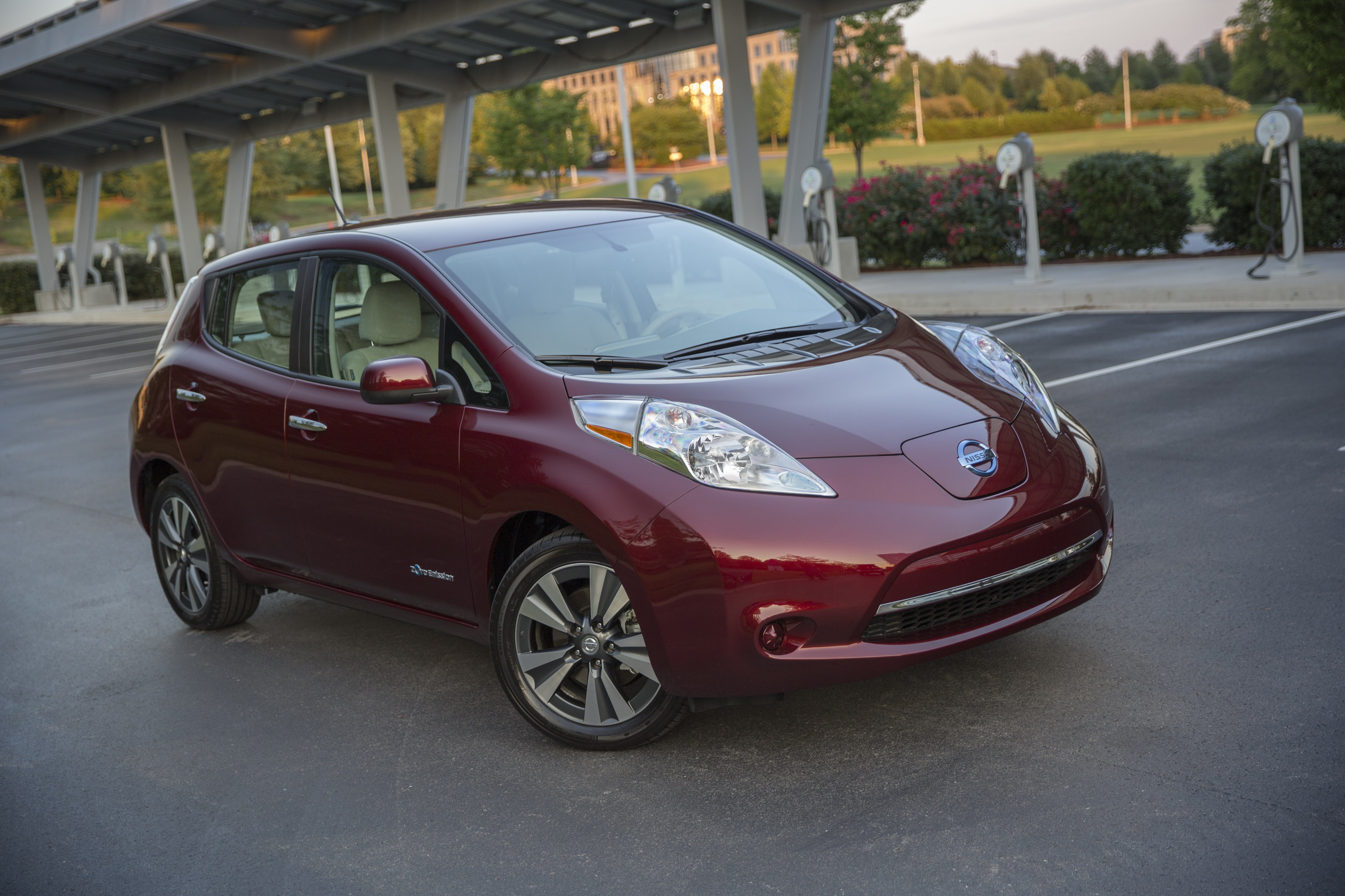 hopes leaf above nissan will time a in customer new transform vehicle car electric market marke find interested the can base