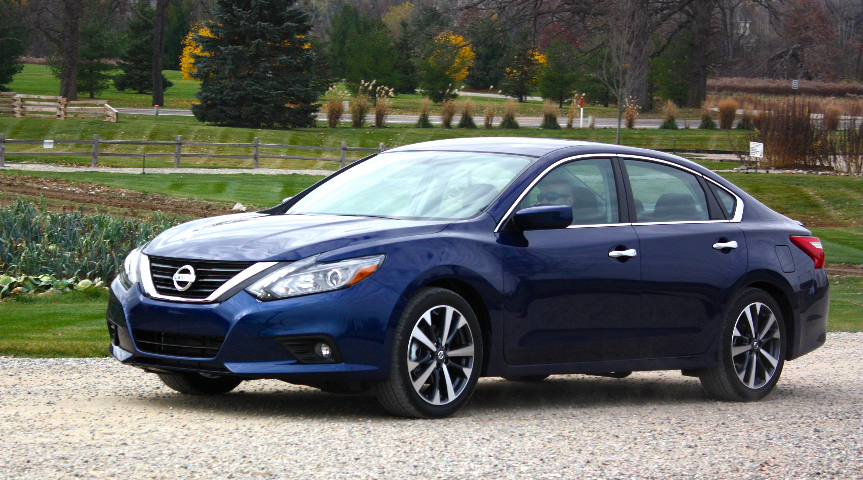 2016 nissan altima driving impression and review gallery 654976 top speed. Black Bedroom Furniture Sets. Home Design Ideas