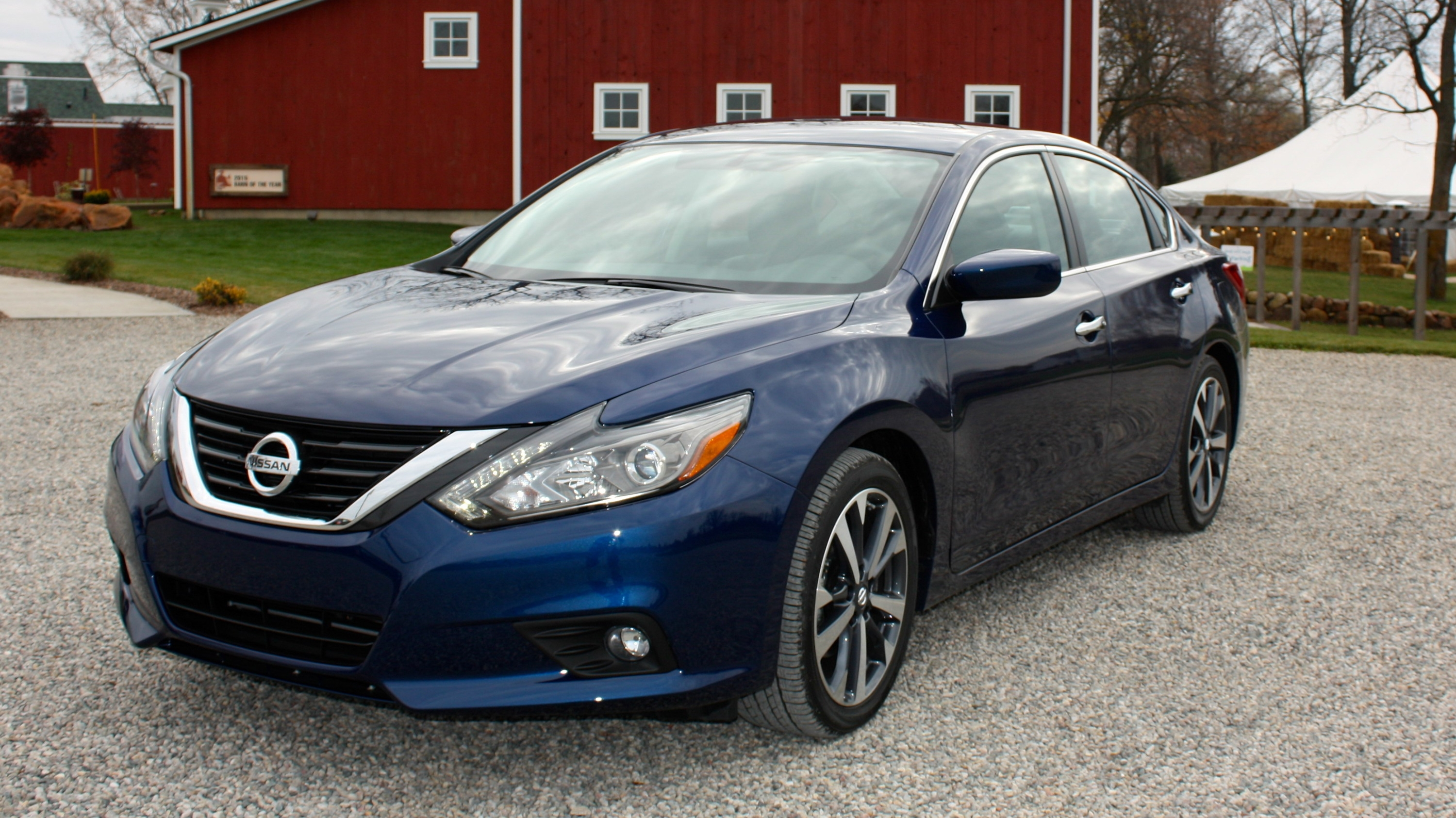 2016 nissan altima driving impression and review top speed. Black Bedroom Furniture Sets. Home Design Ideas