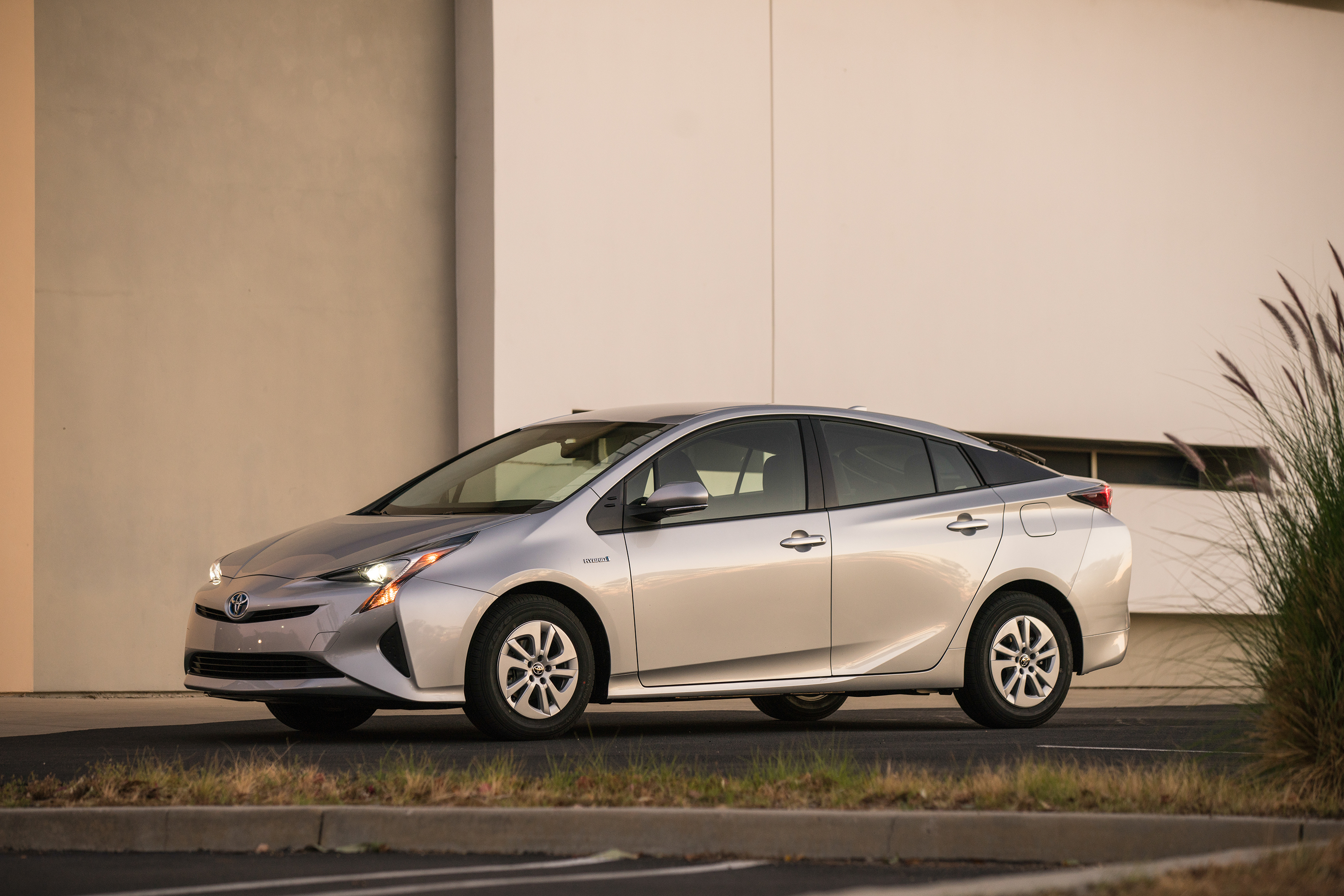 2016 toyota prius driving impression and review review top speed. Black Bedroom Furniture Sets. Home Design Ideas