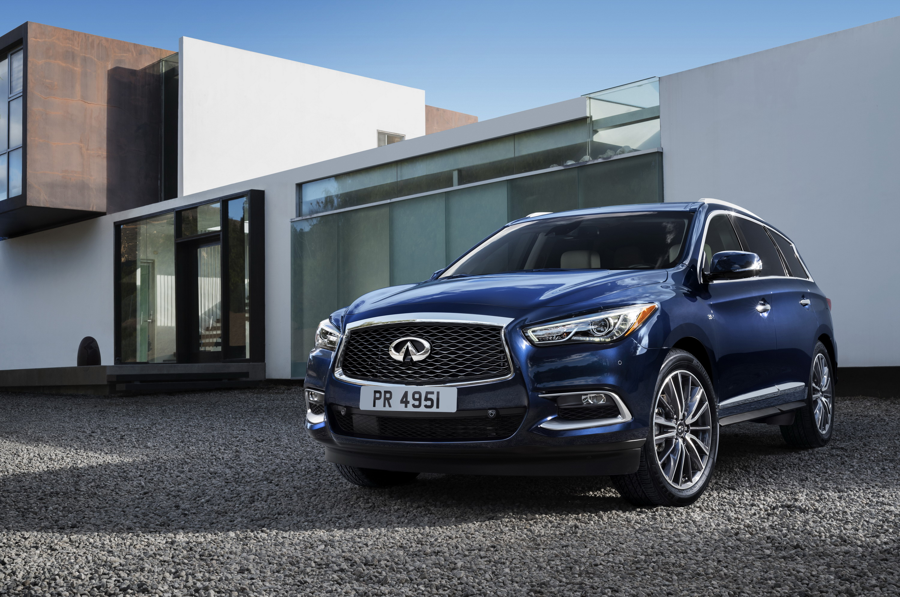 oct reviewmotoring east infiniti video photo suv news infinity reviews middle pm review car