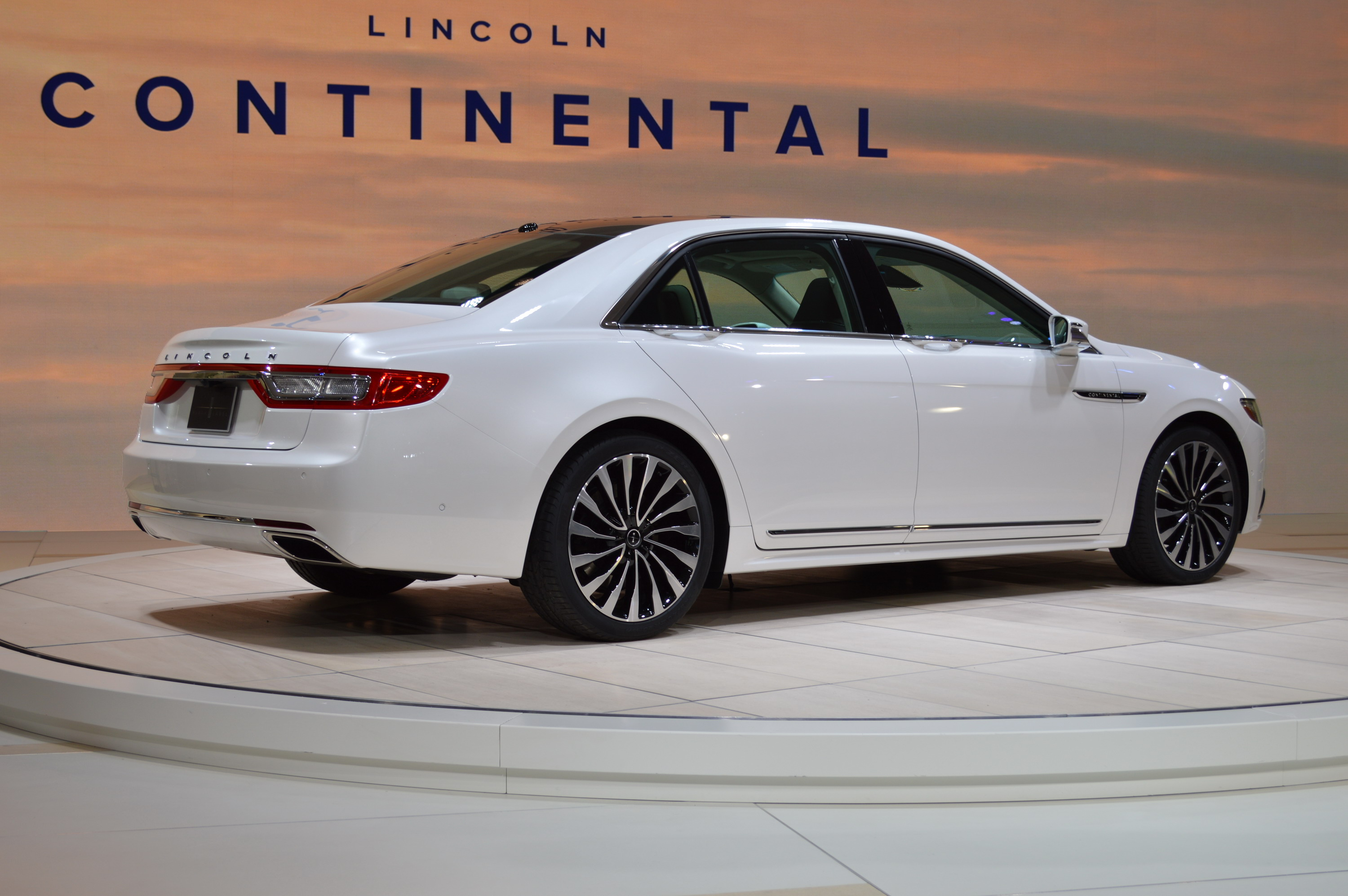 https://pictures.topspeed.com/IMG/jpg/201601/2017-lincoln-continental-28.jpg