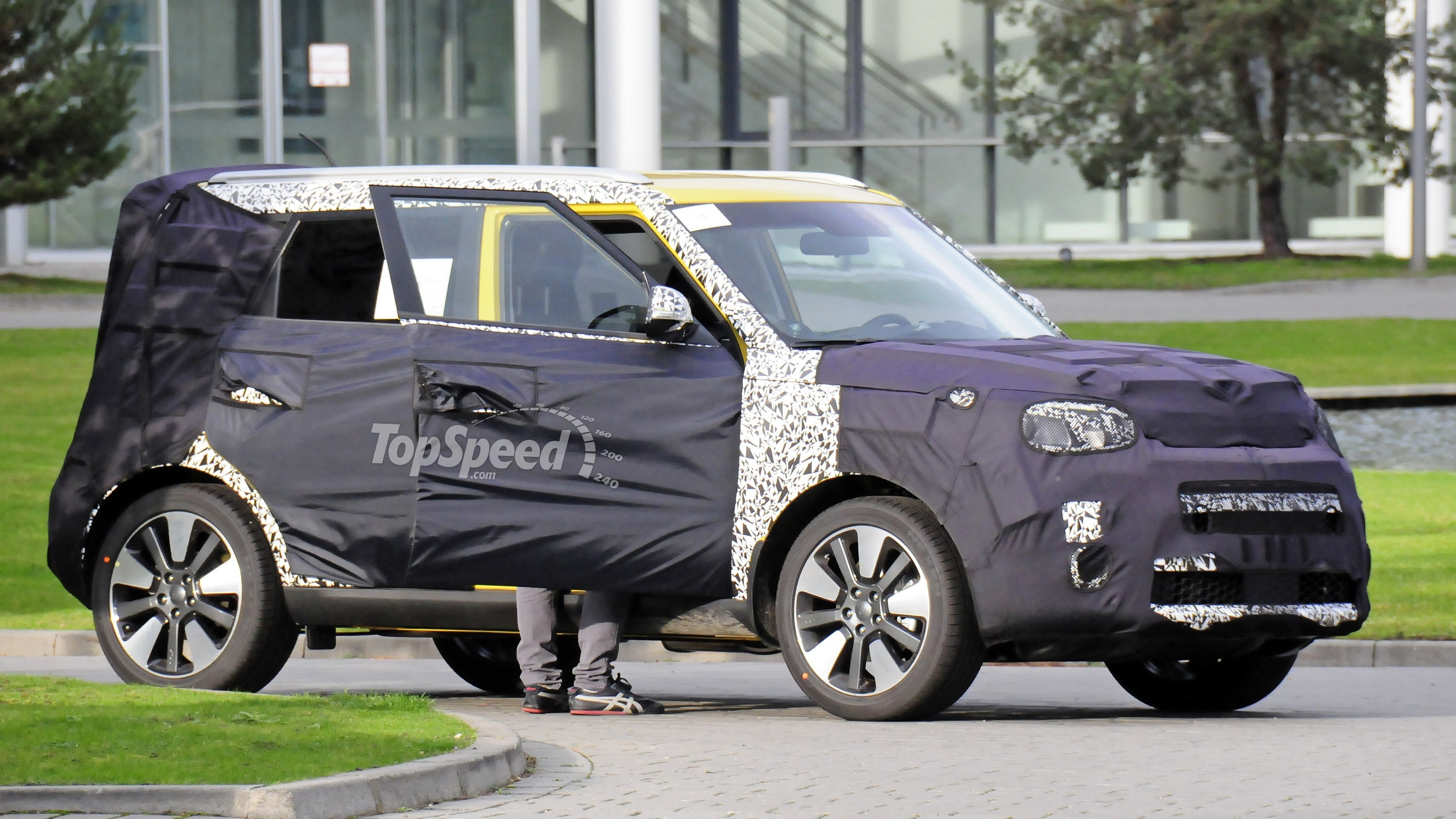 kia modelle 2018. Plain 2018 The Secondgeneration Kia Soul Was Introduced For The 2014 Model Year  Which Means It Will Still Be A Few More Years Before Present  On Kia Modelle 2018