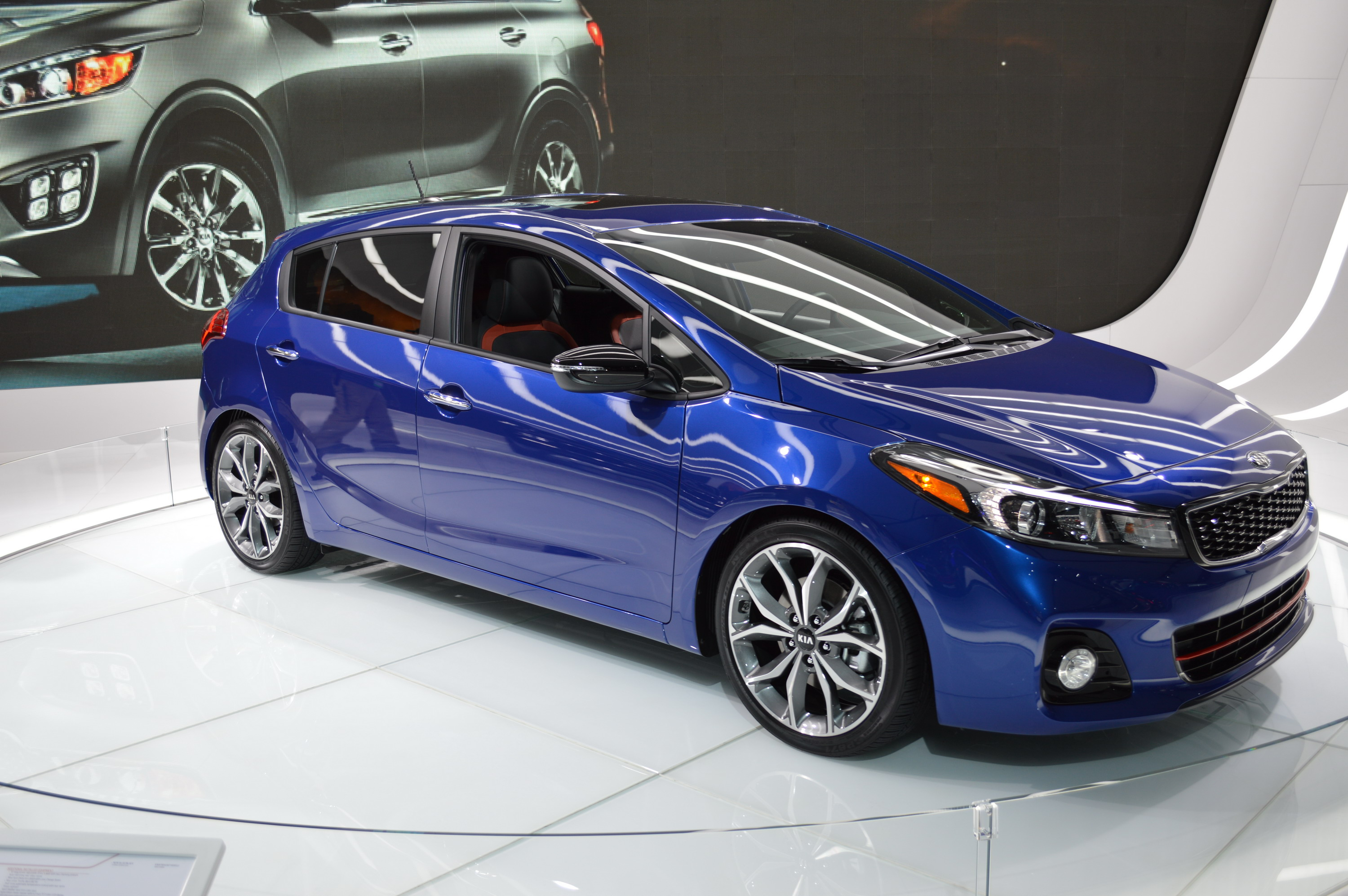 2017 kia forte5 review top speed. Black Bedroom Furniture Sets. Home Design Ideas