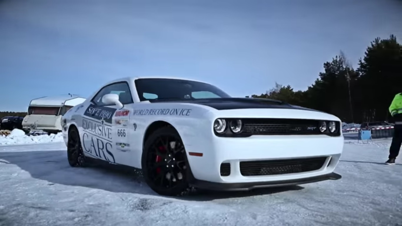 dodge challenger hellcat hits 170 mph top speed on ice video news top speed. Black Bedroom Furniture Sets. Home Design Ideas