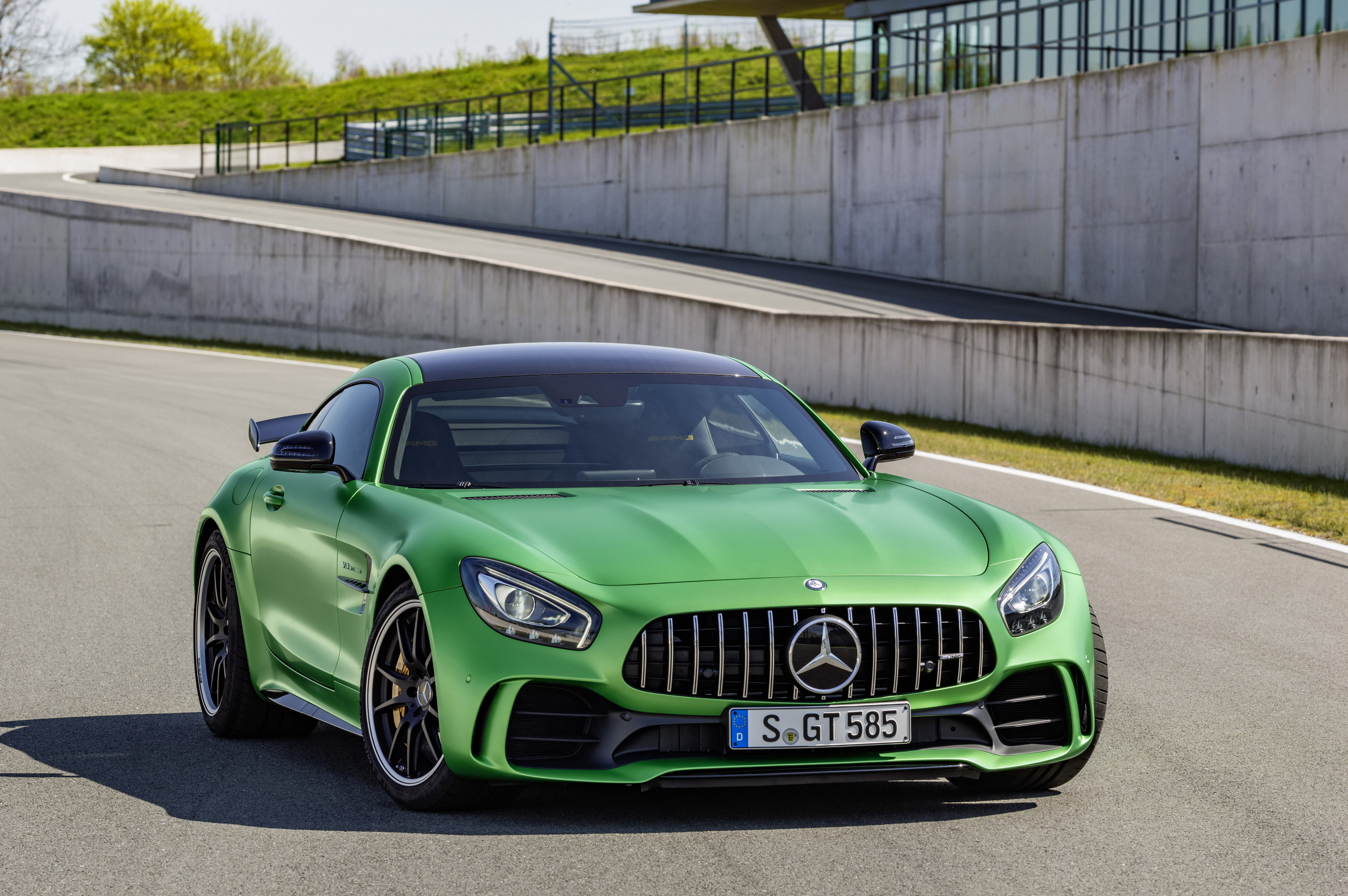 5 Reasons The Mercedes Amg Gt R Is A Cool Alternative To The Porsche