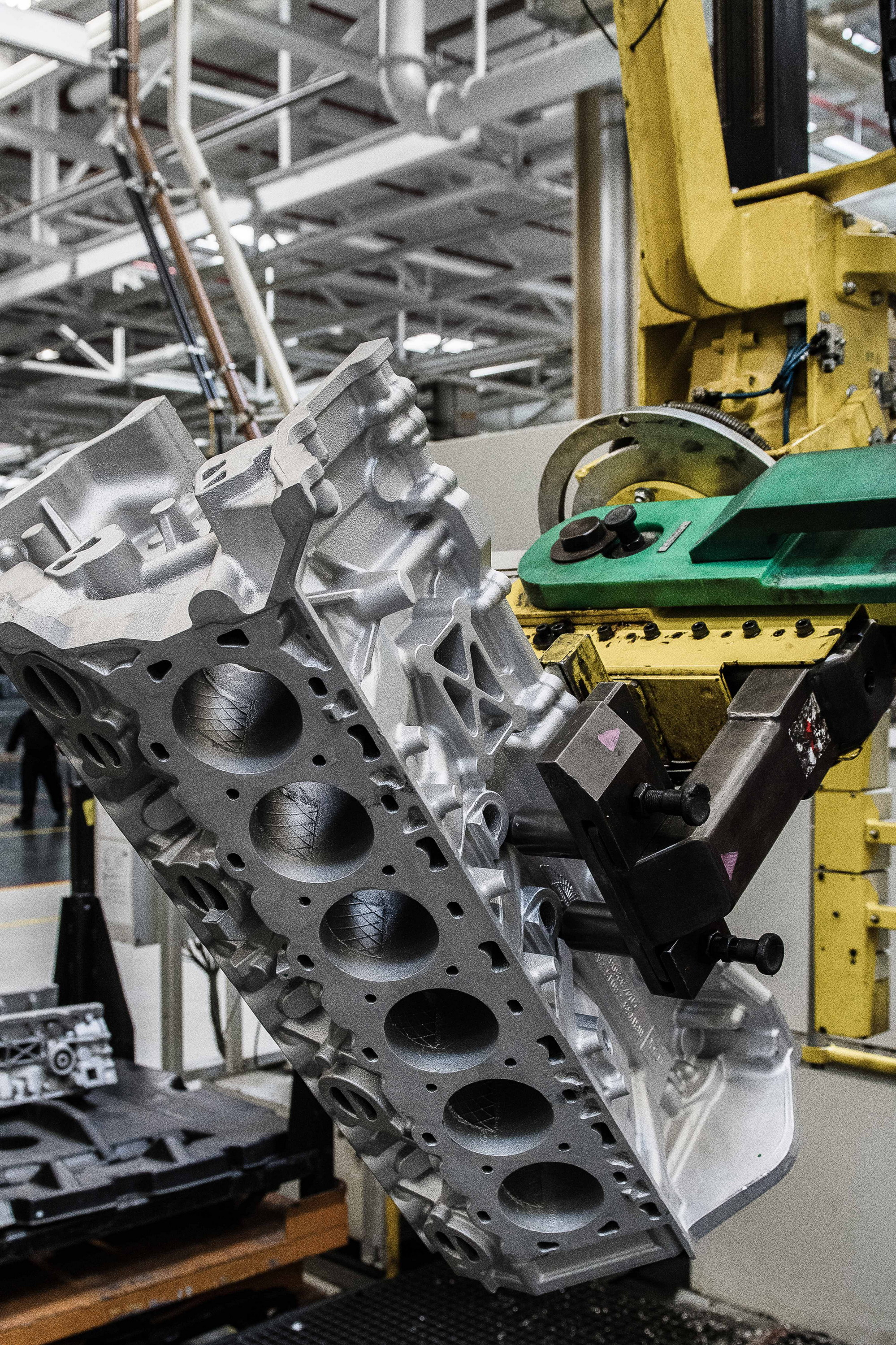 Aston Martin Starts Production Of New 5 2 Liter Twin Turbo V 12 Engine Top Speed