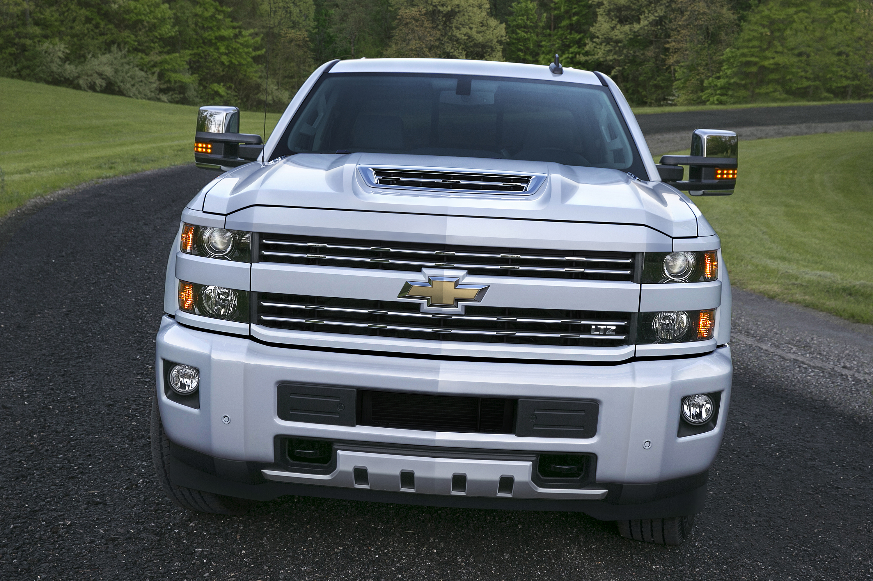 Chevy Debuts Air Intake System For Duramax-Powered Silverado HDs | Top  Speed. »
