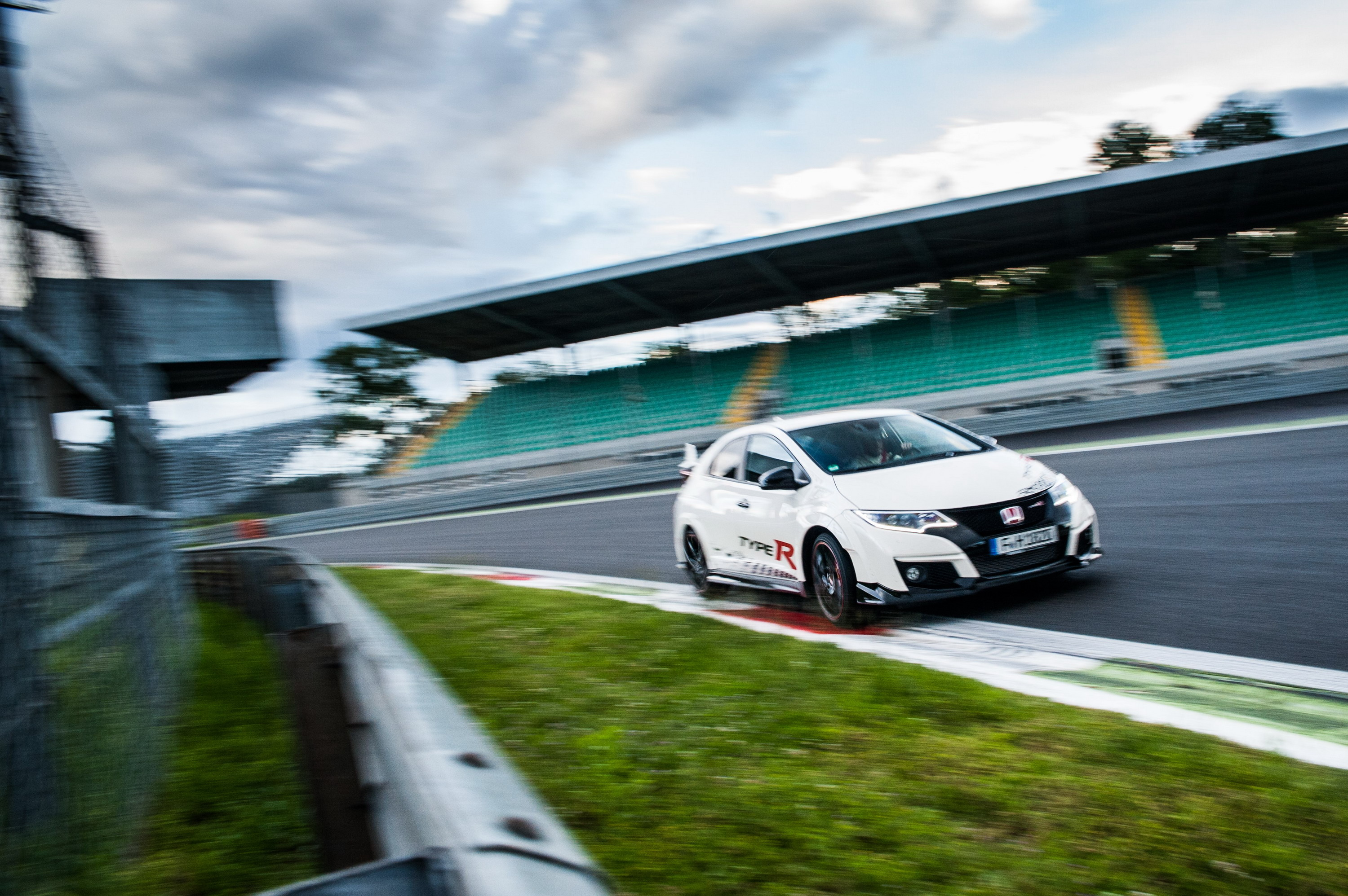 2016 honda civic type r review gallery 679487 top speed for Honda civic type r top speed