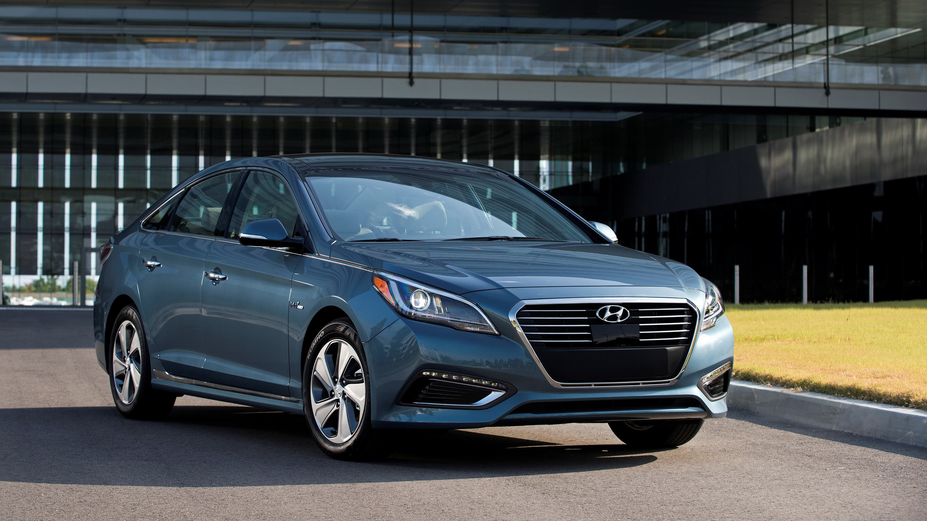 Hyundai s sixth generation sonata 2009 2014 sold pretty well here in the u s but over in the brand s home turf south korea the car didn t exactly