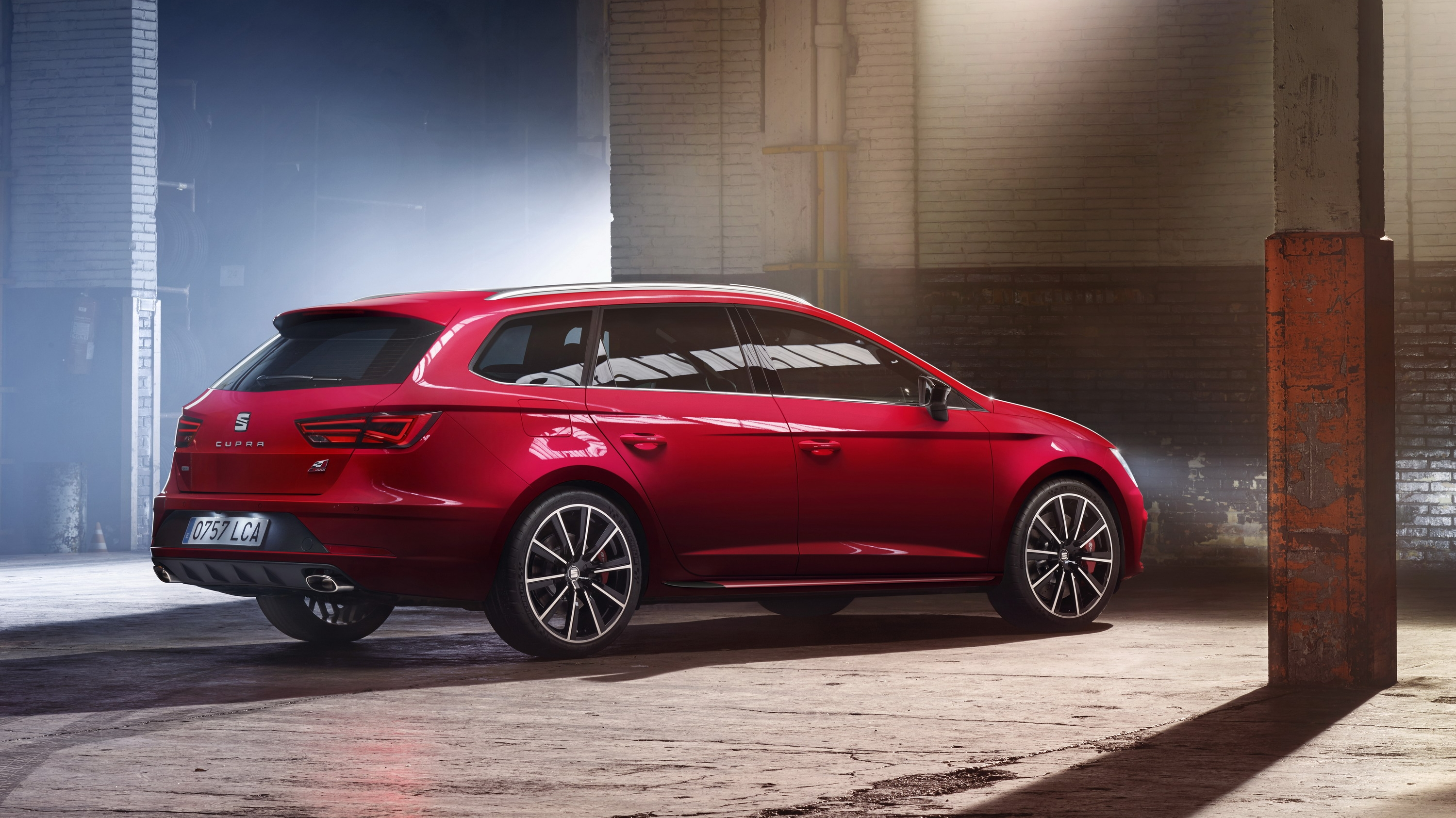 2017 seat leon cupra 300 pictures photos wallpapers top speed. Black Bedroom Furniture Sets. Home Design Ideas