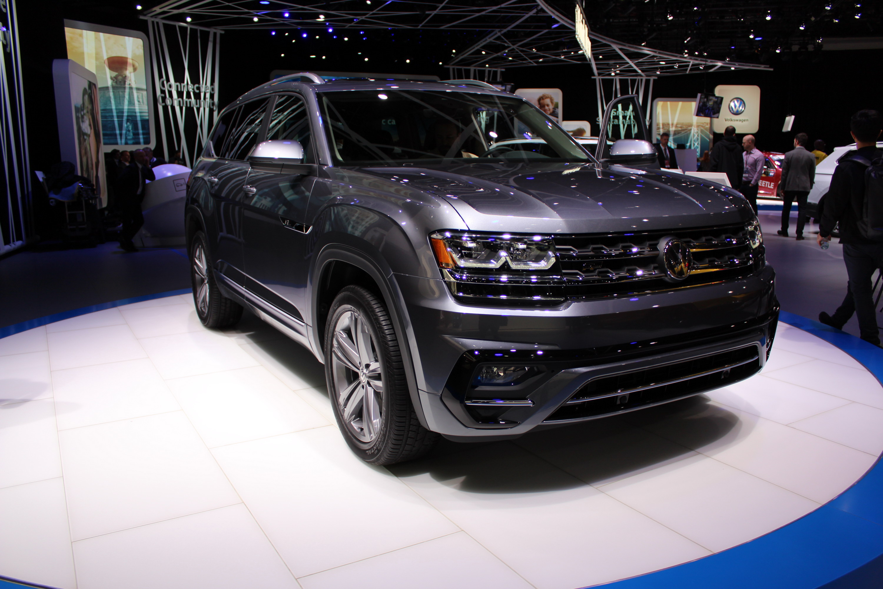 volkswagen atlas   gallery  top speed