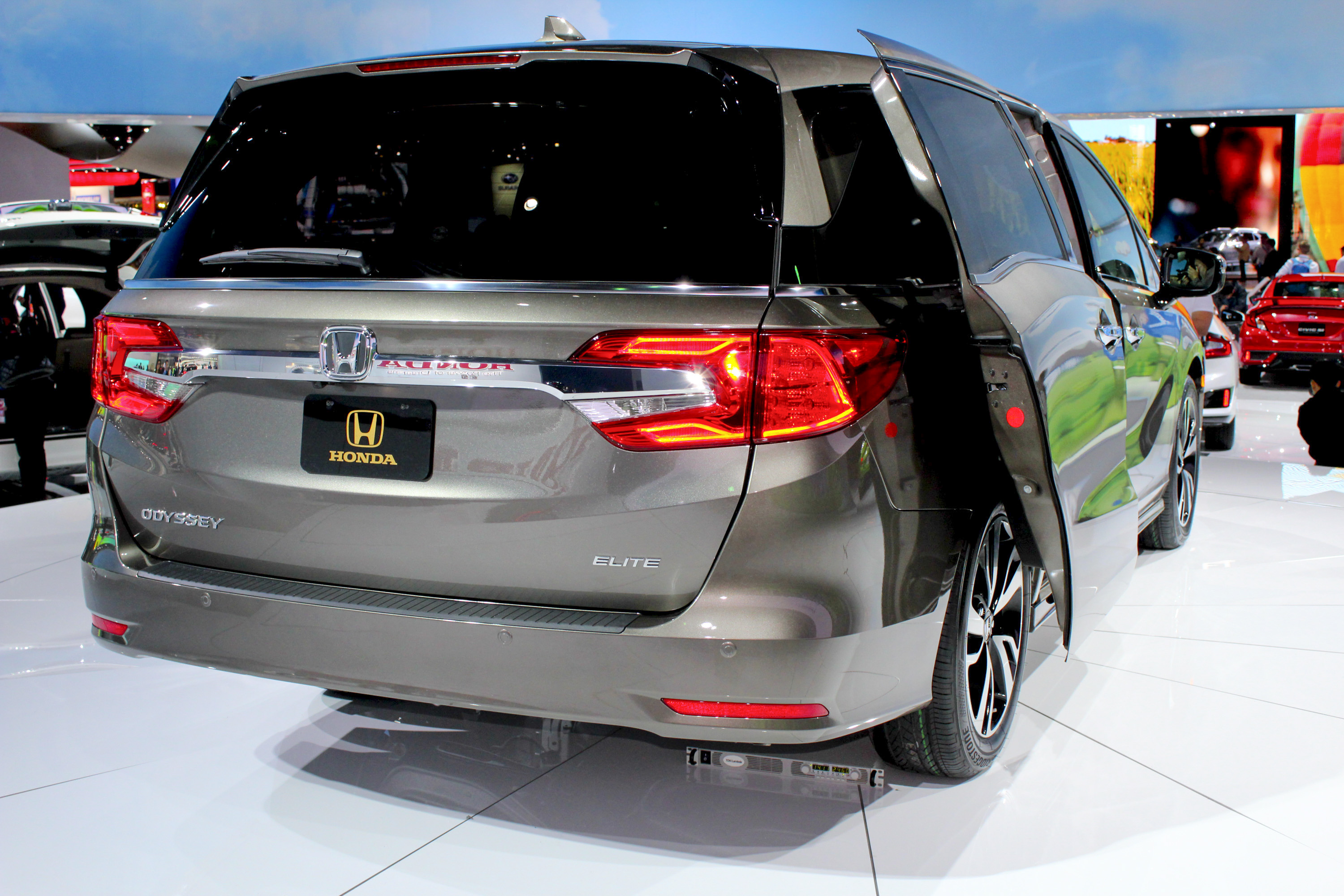 minivan the pacifica s how news live in chrysler odyssey detroit honda photos shows done it