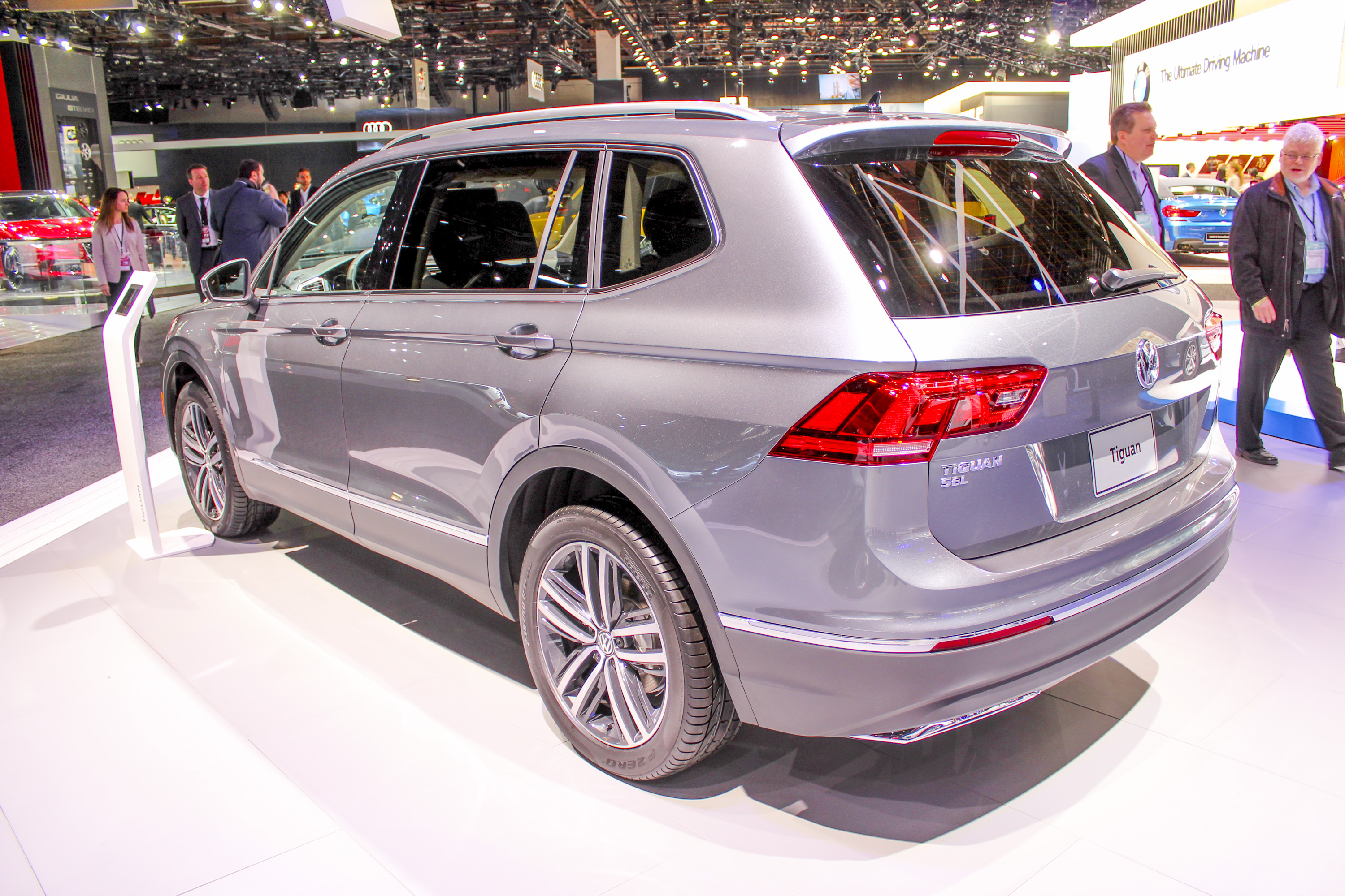 Volkswagen officially introduced the tiguan s second generation to the u s at the 2017 north american international auto show while also introducing the