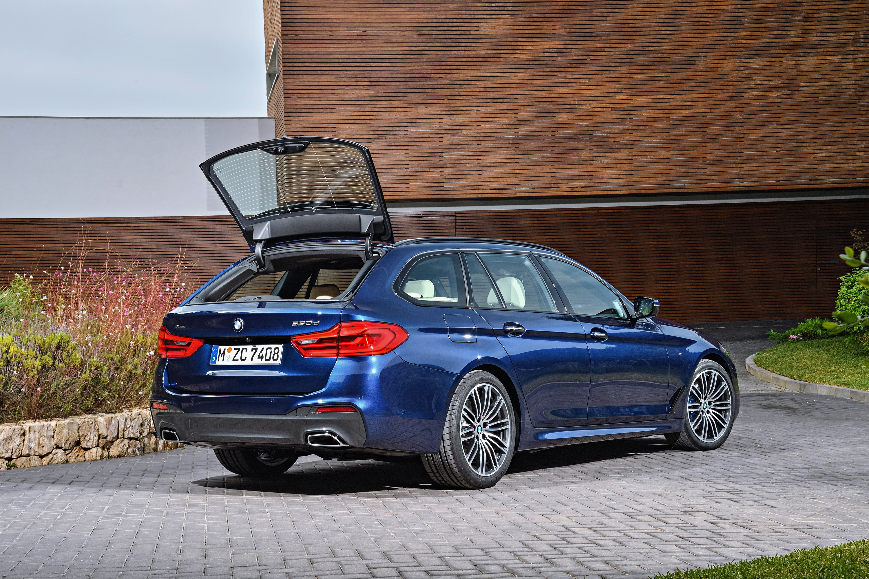 2018 bmw 5 series touring review top speed. Black Bedroom Furniture Sets. Home Design Ideas