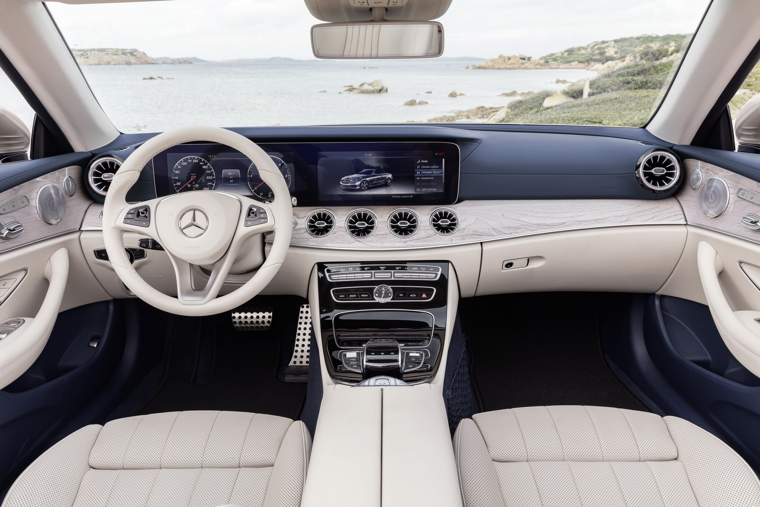 Mercedes-Benz E-Class: Storing the current speed or calling up a stored speed