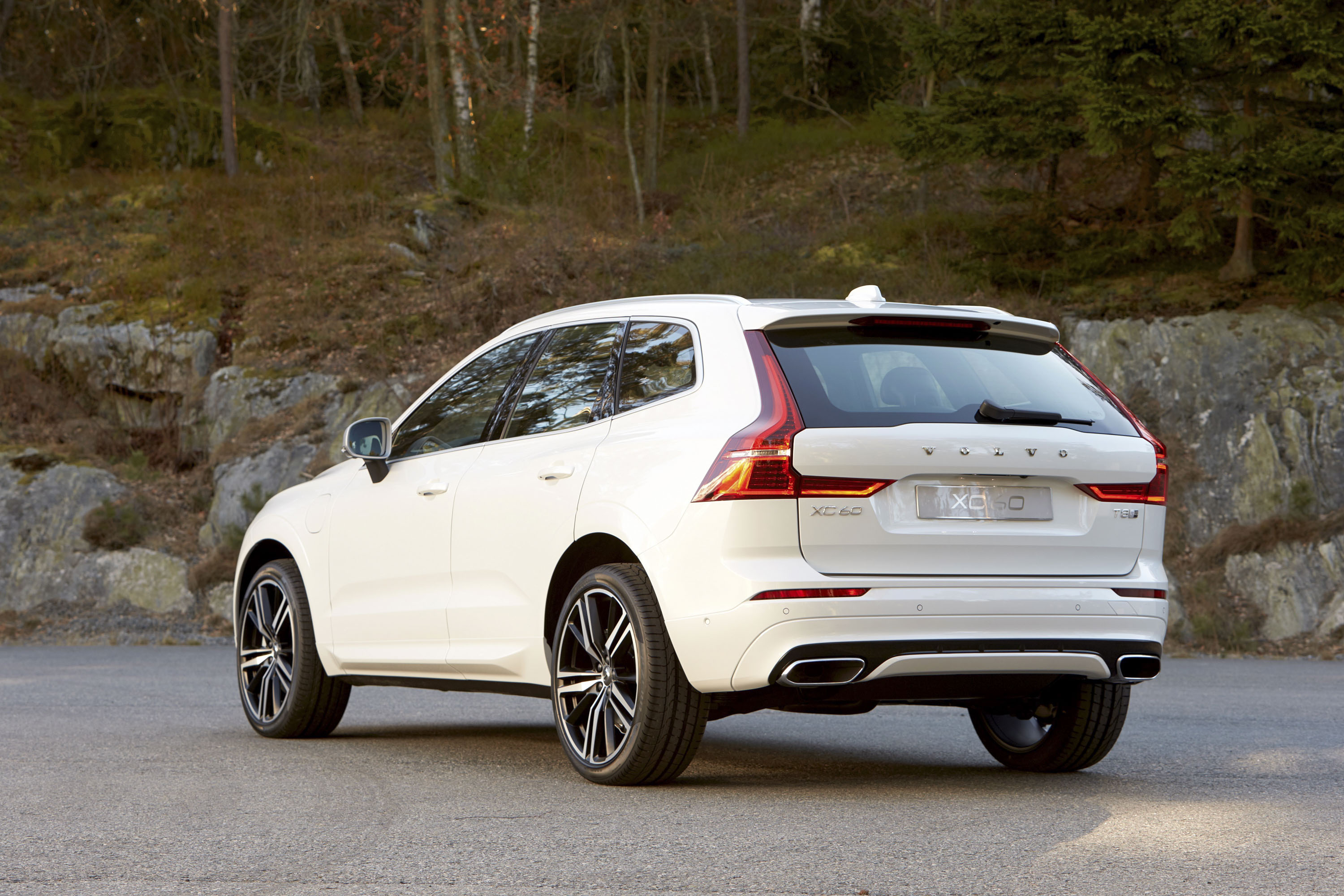 first test review and driver car plug original s eawd volvo photo hybrid in drive reviews