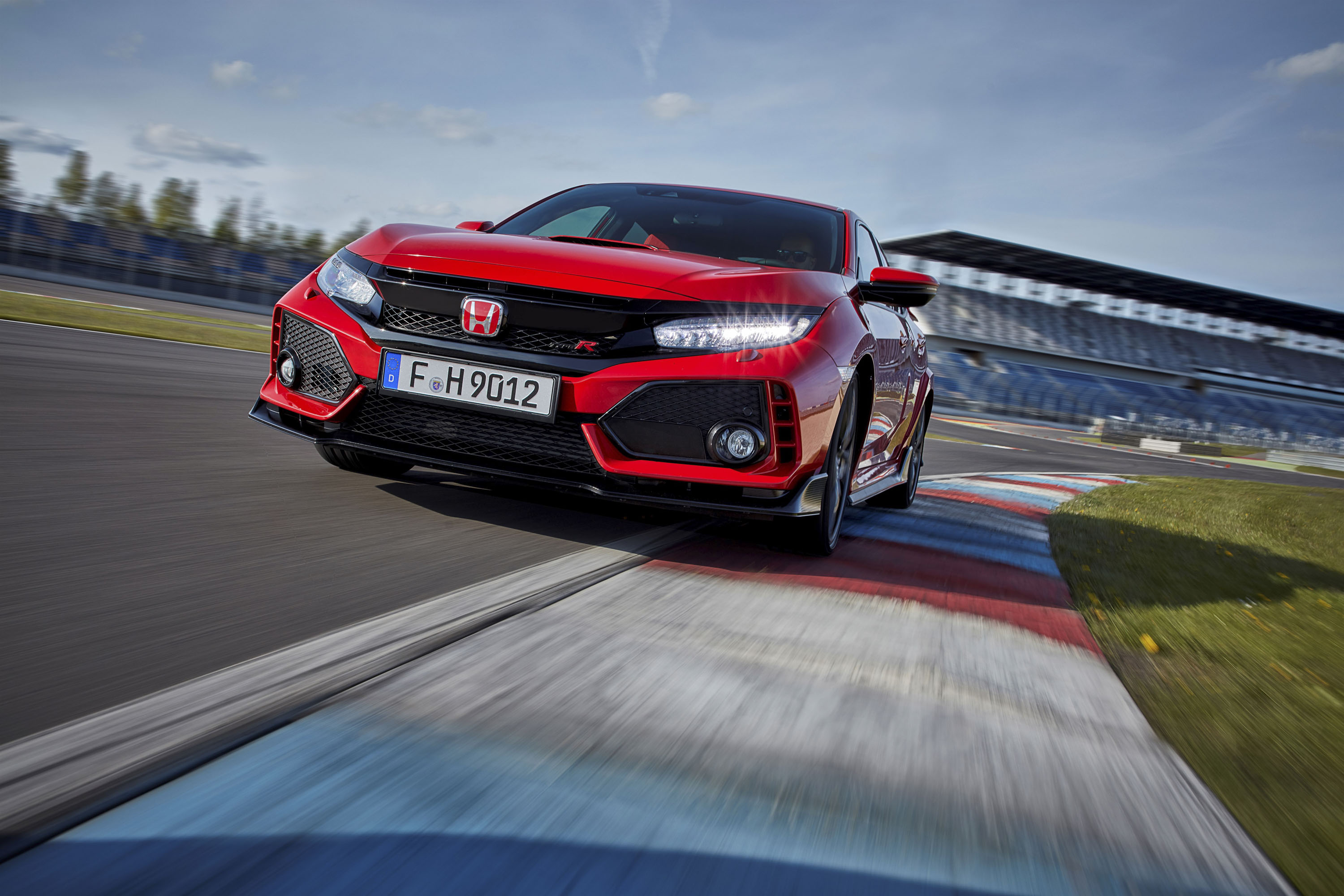 The Honda Civic Type R Smashes New Record This Time At Silverstone