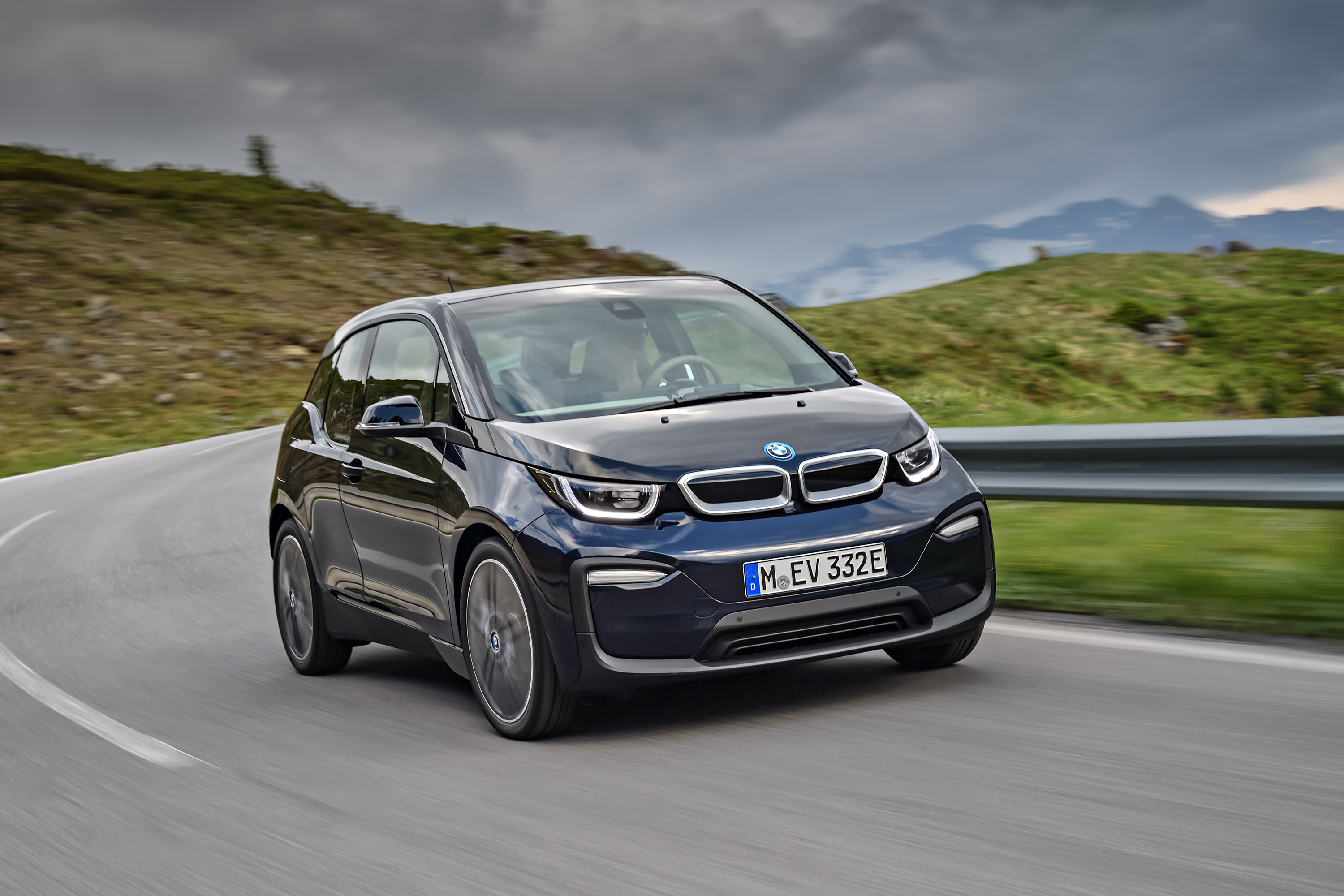 story at concept unveils bmwi s the car future i electric ta a tesla fighting last bmw is price sedan dynamics vision for