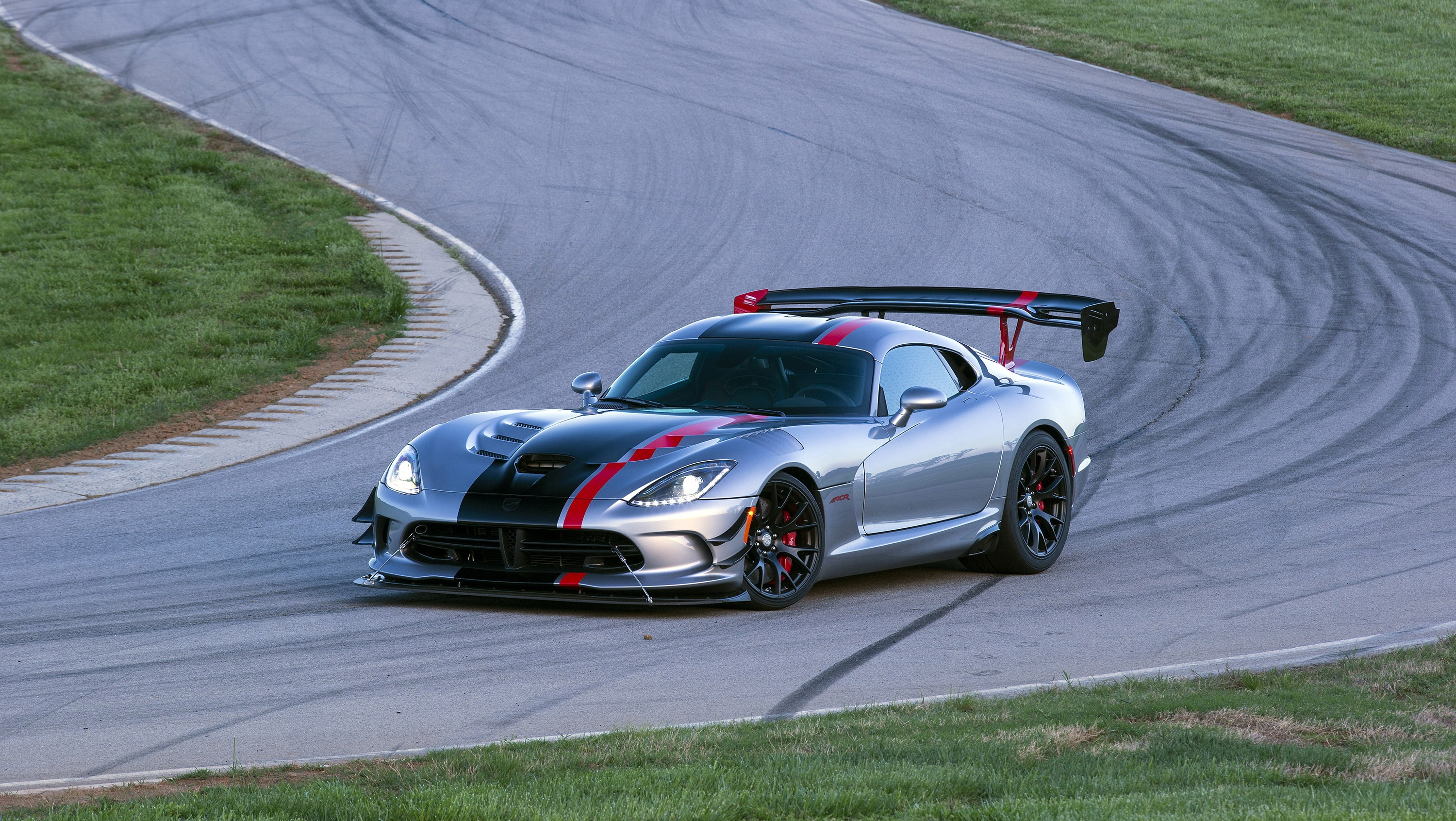 dodge viper acr 39 s quest for nurburgring glory still falls short picture top speed. Black Bedroom Furniture Sets. Home Design Ideas