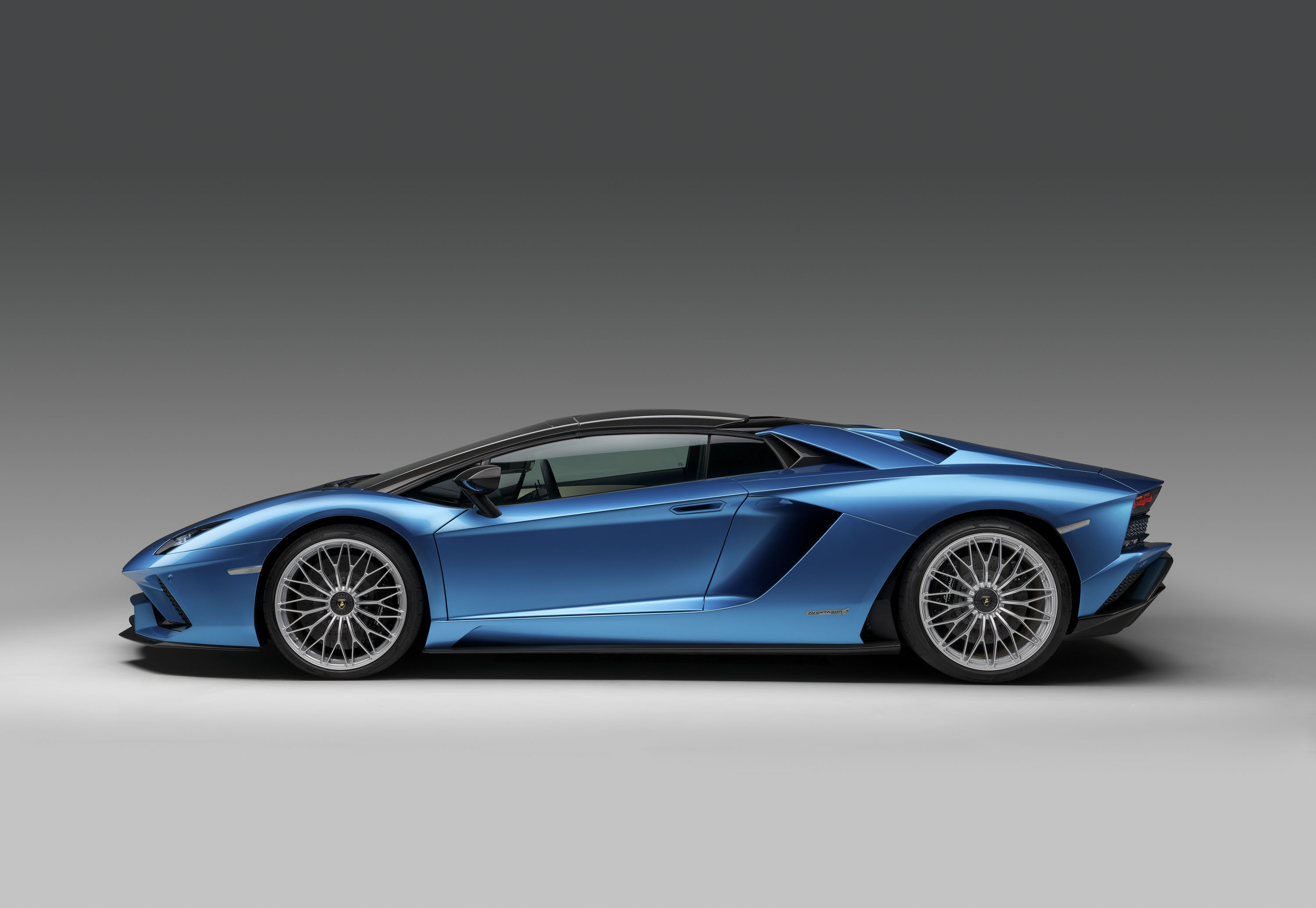driver reviews price car photos prices specs huracan and used lamborghini performante