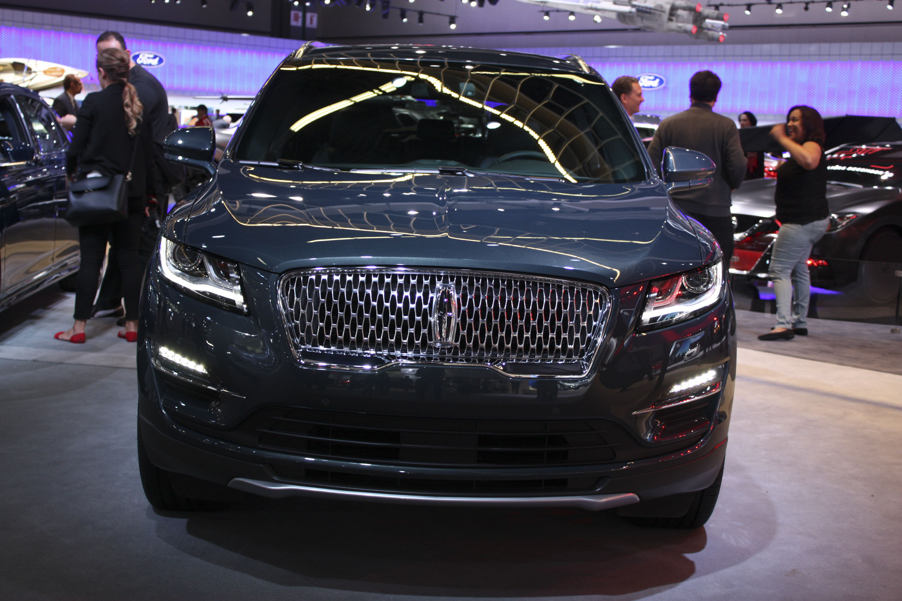 nice provides liftgate lincoln good autoandroad wraparound with rear mkc visibility also is com awd the and