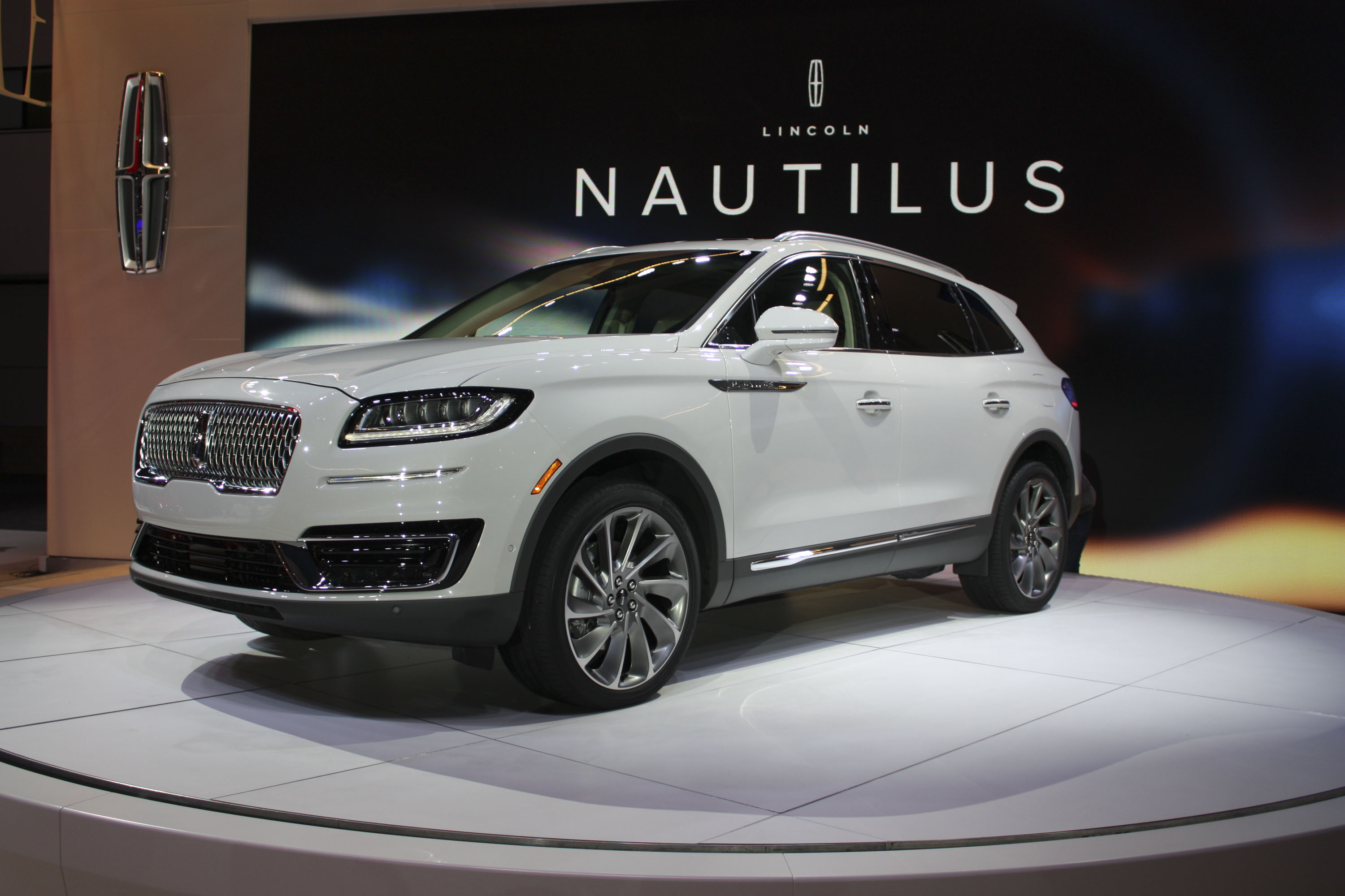 concept new cabin provide rhythms allowing the them wi assistance lincoln passengers fi head in automotive all restraint monitors roadside navigator connectivity
