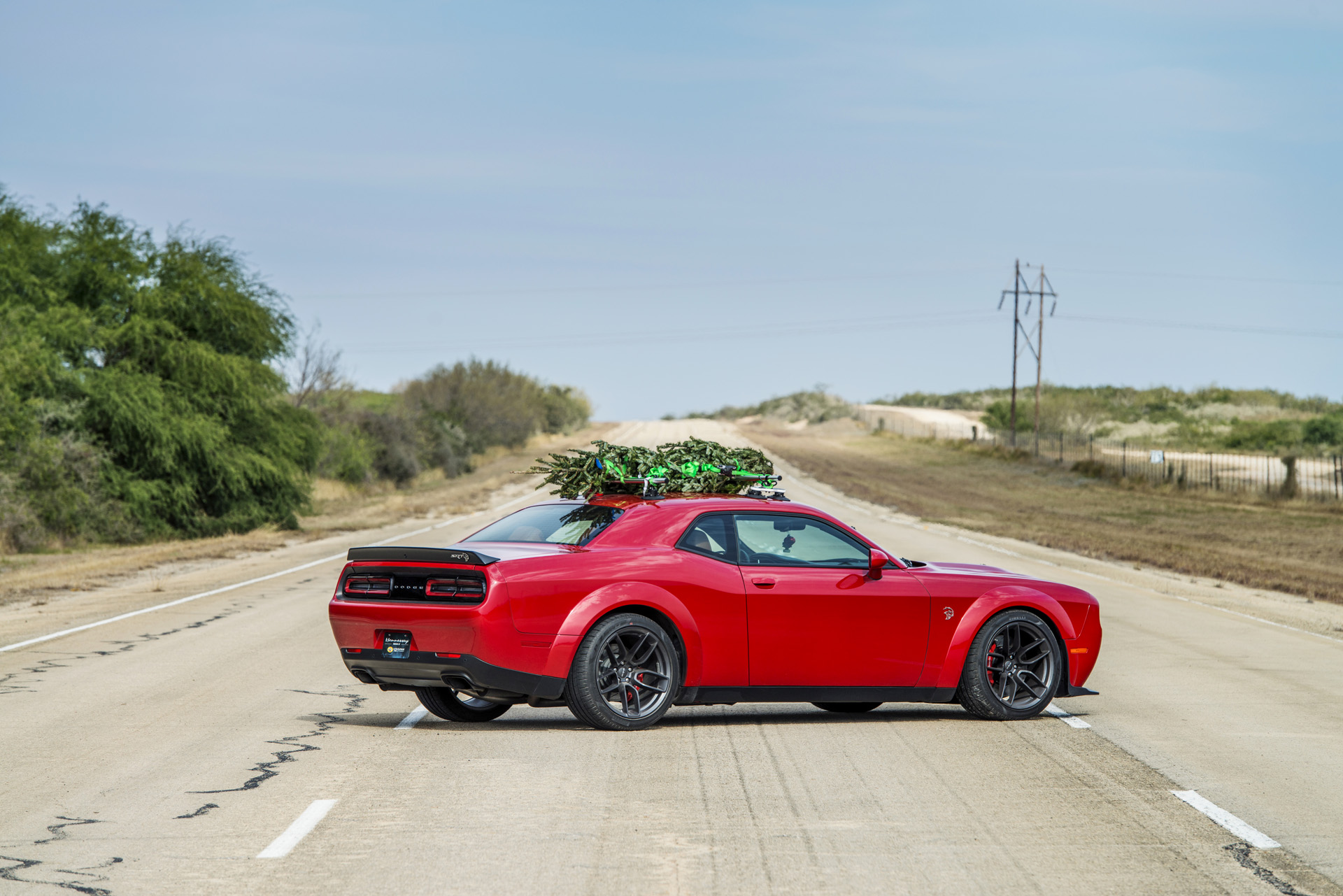 Christmas Sports Car.Watch Hennessey Do 174 Mph In A Hellcat Hauling A Christmas