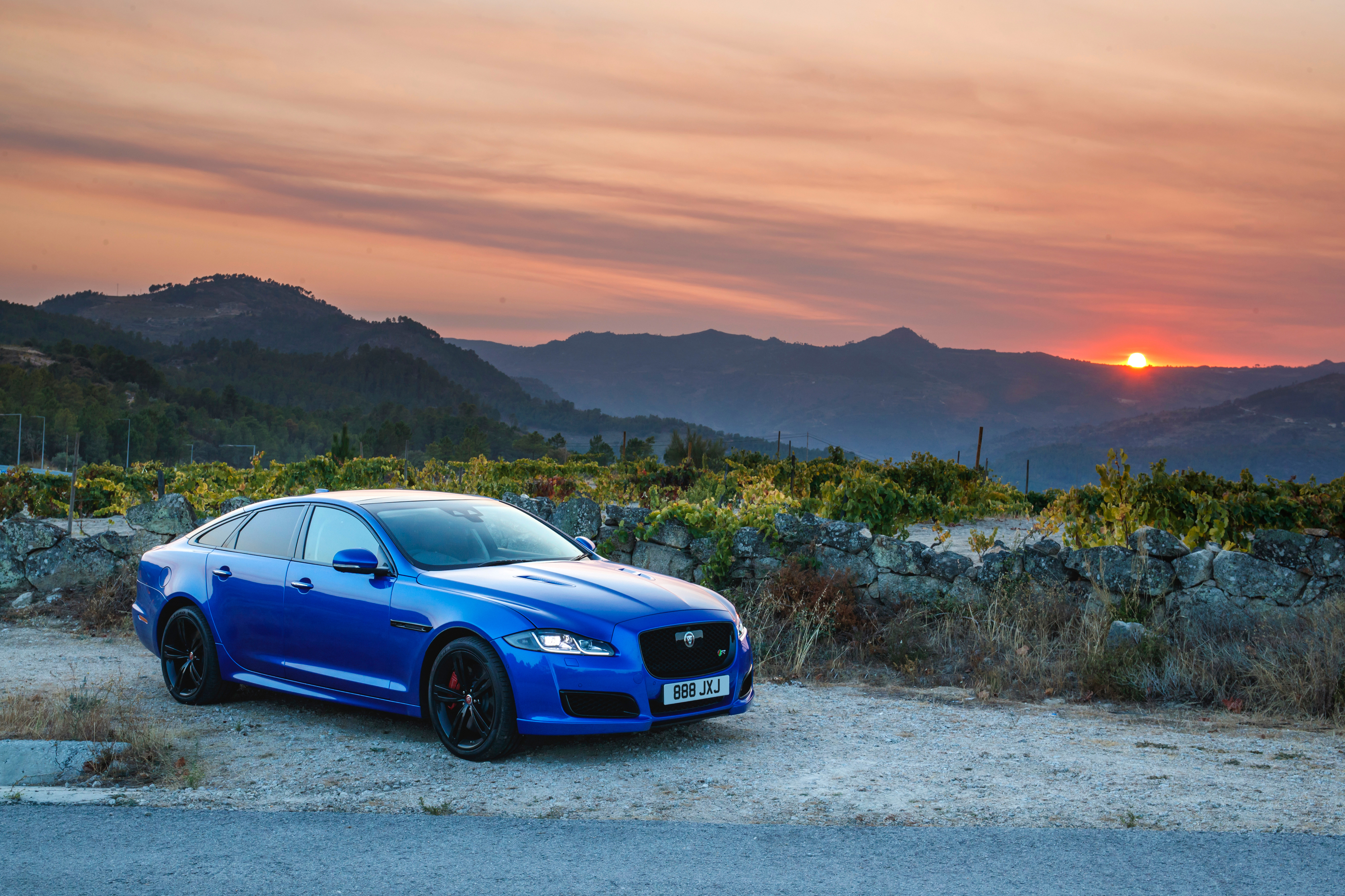 Wallpaper Of The Day: 2018 Jaguar XJR575 Pictures, Photos