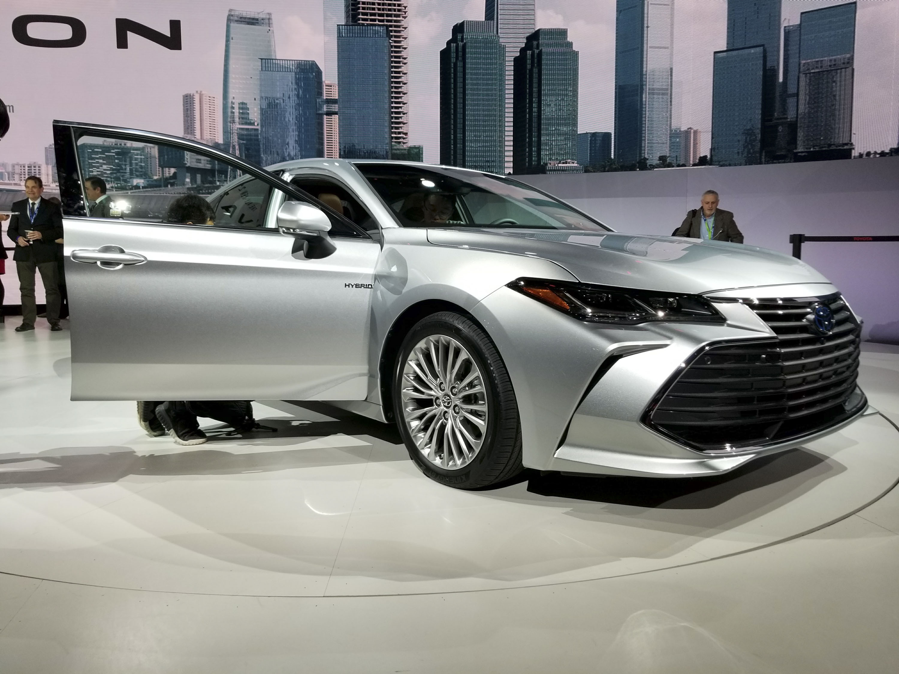 2019 Toyota Avalon Gets More Aggressive Boasts New Tech At Detroit