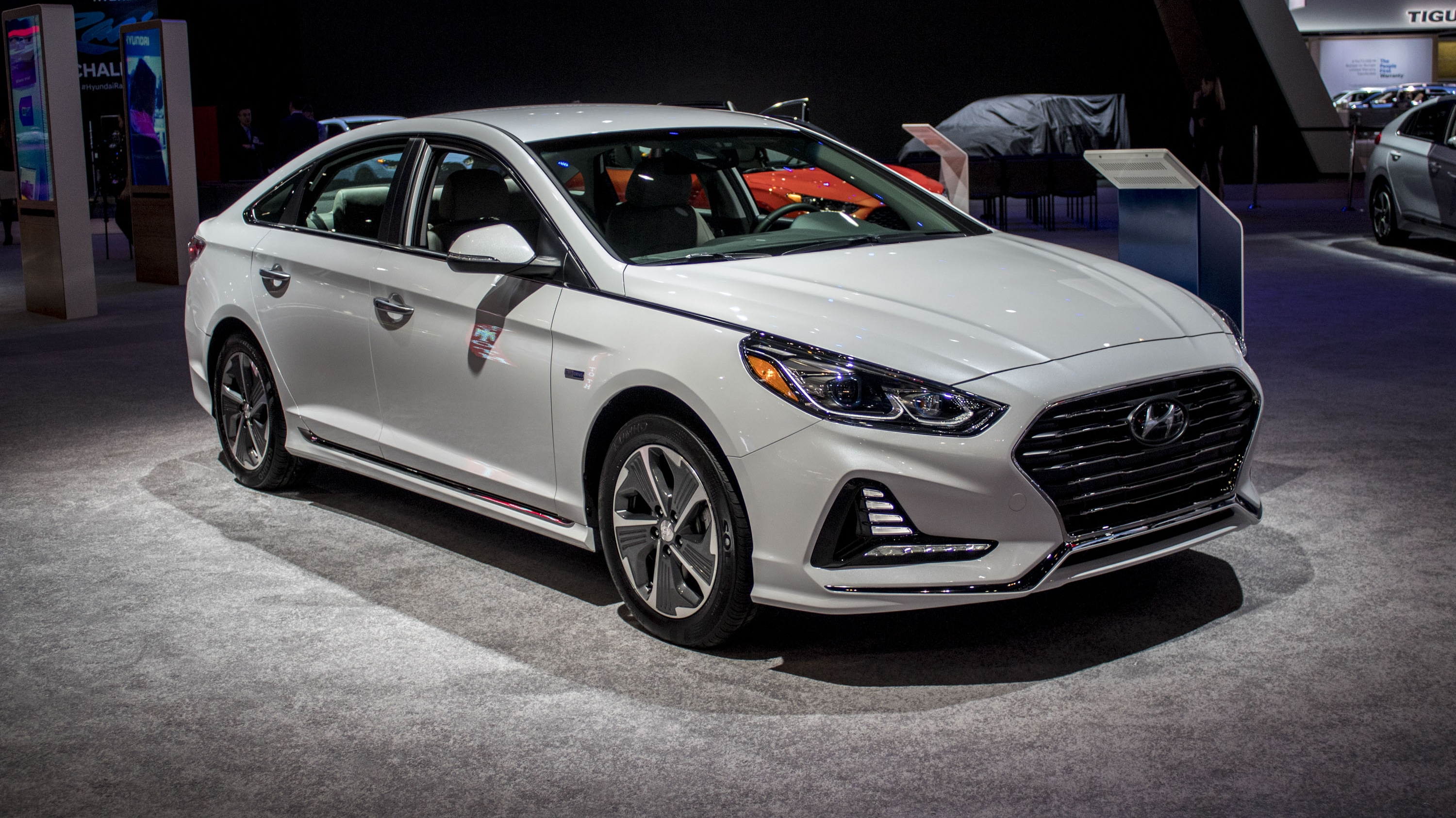 2018 hyundai sonata hybrid review gallery top speed. Black Bedroom Furniture Sets. Home Design Ideas